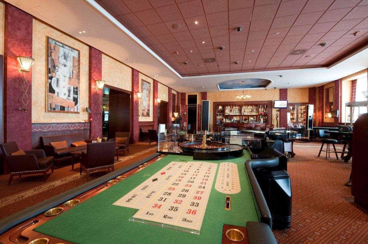 Ivory Ball Lounge Bar im Casino St. Moritz Slide 2