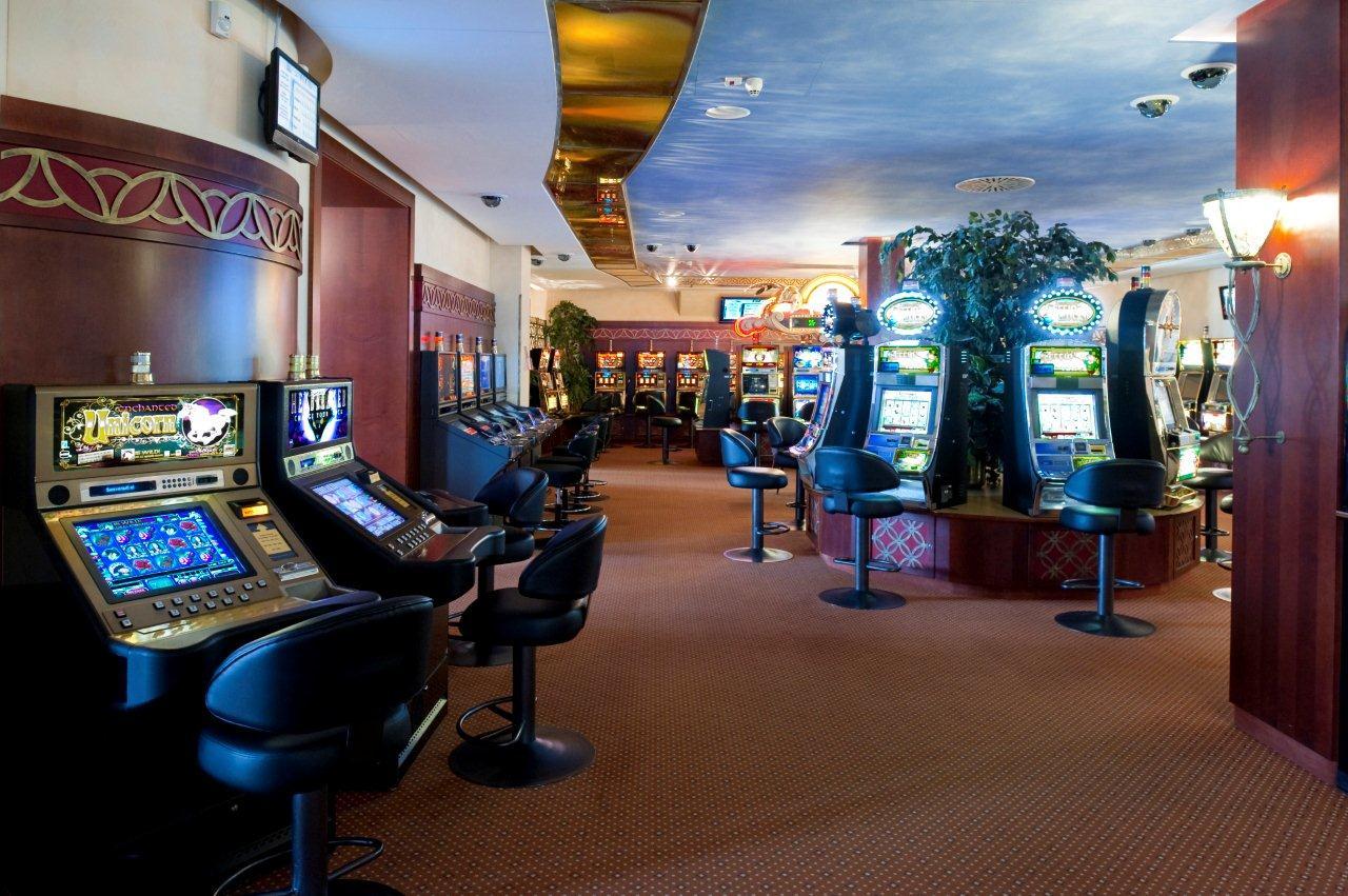 Ivory Ball Lounge Bar im Casino St. Moritz Slide 4