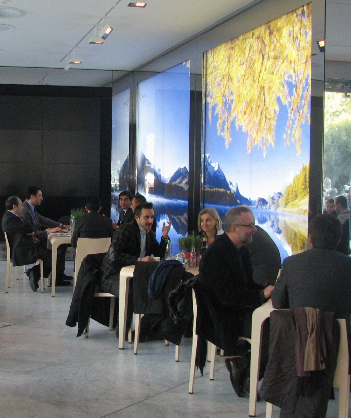 Promotionsauftritt in der Handelskammer in Mailand Slide 2