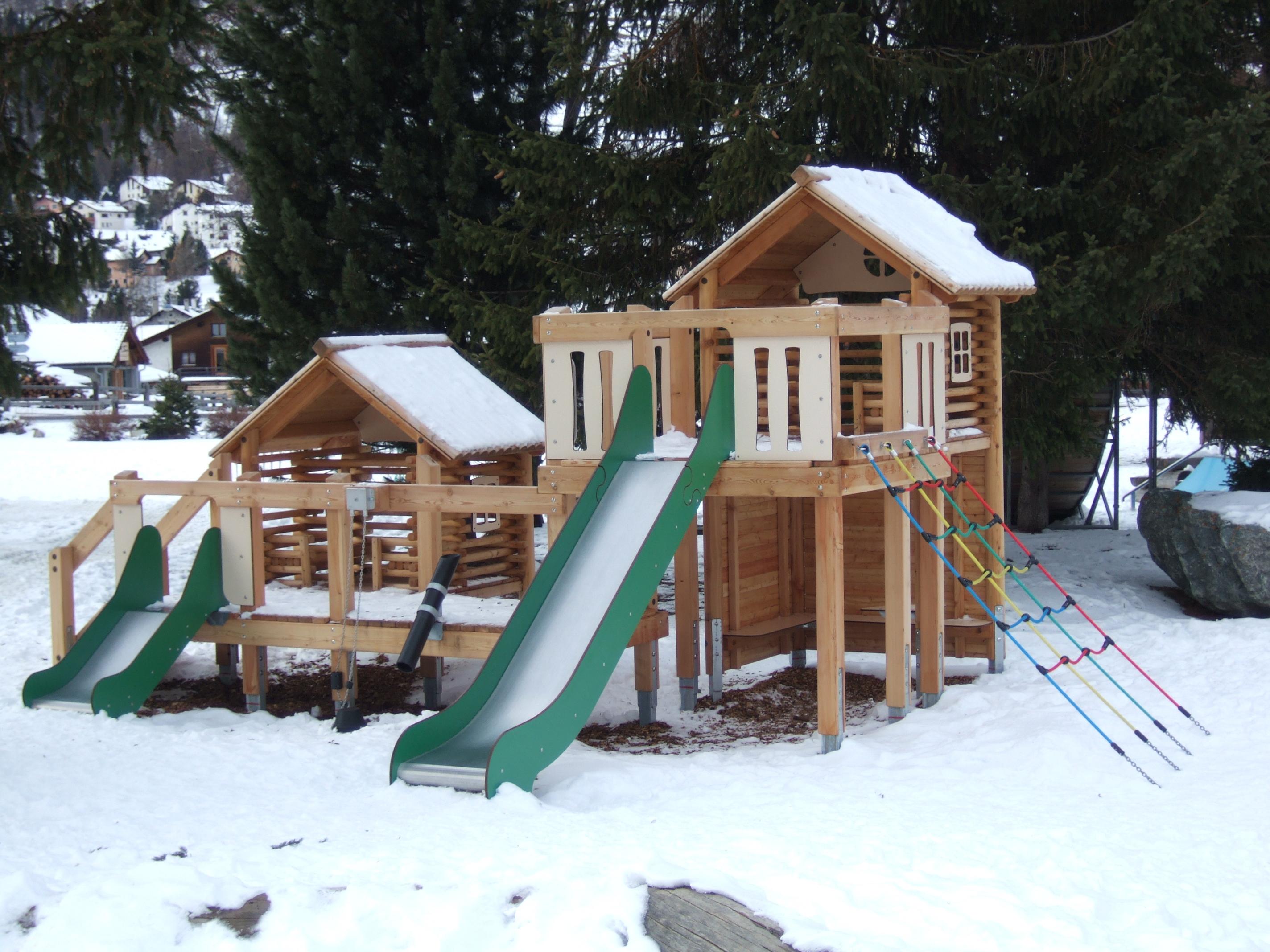 Kinderspielplatz Schulhaus Slide 2