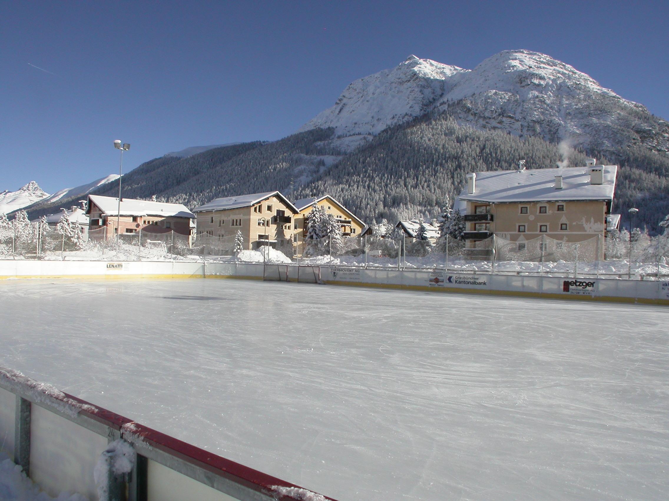 Eisplatz La Punt Slide 1