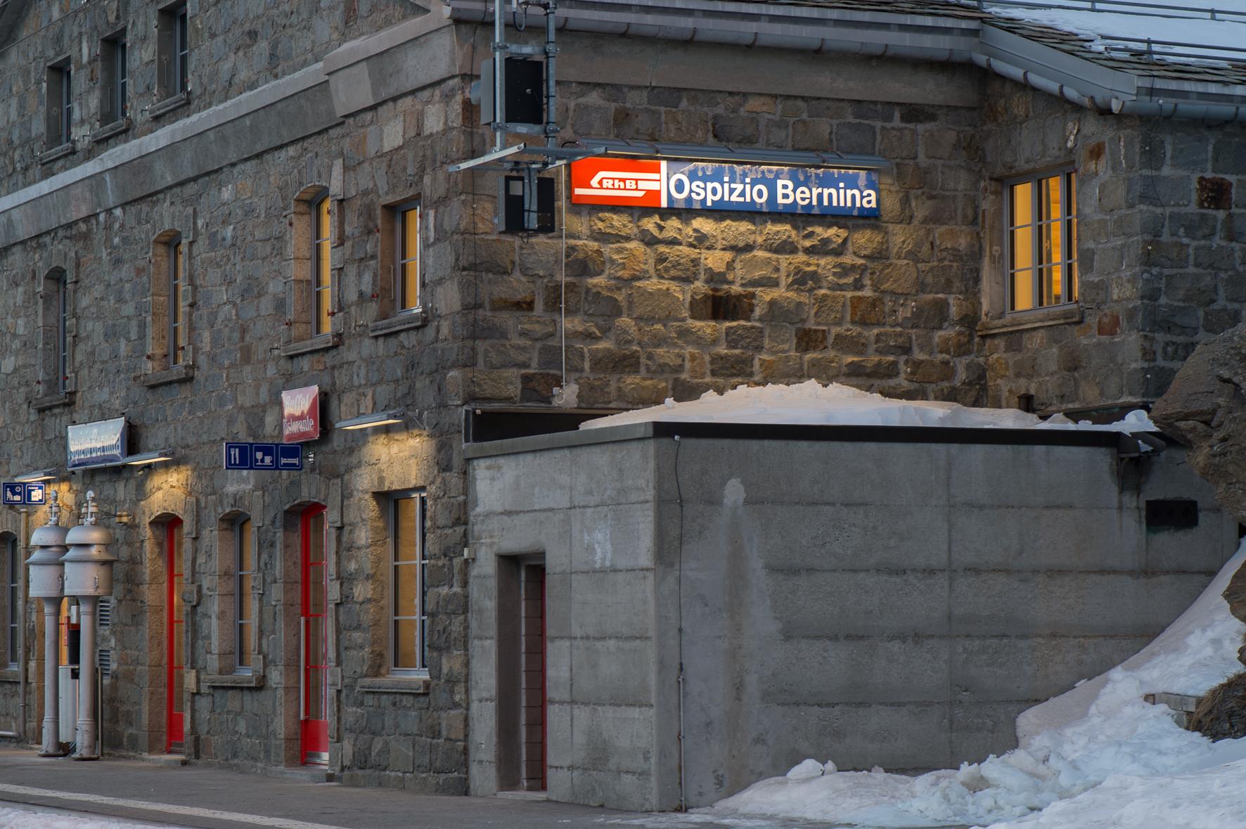 Bahnhofbuffet Ospizio Bernina Slide 1