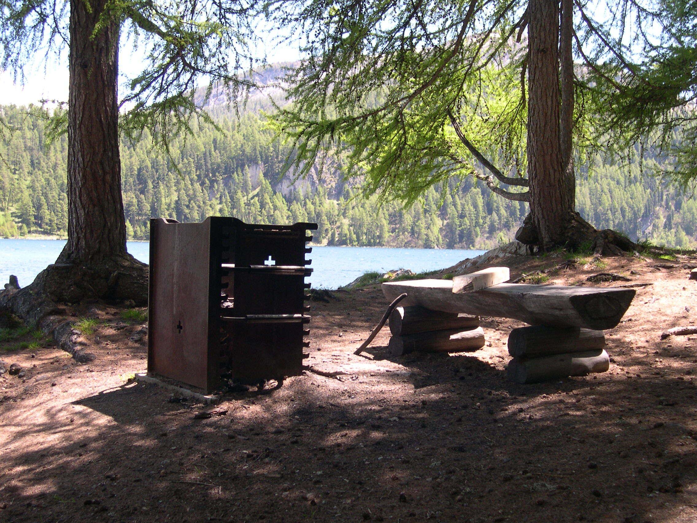 Feuerstelle auf der Halbinsel Chastè Slide 1