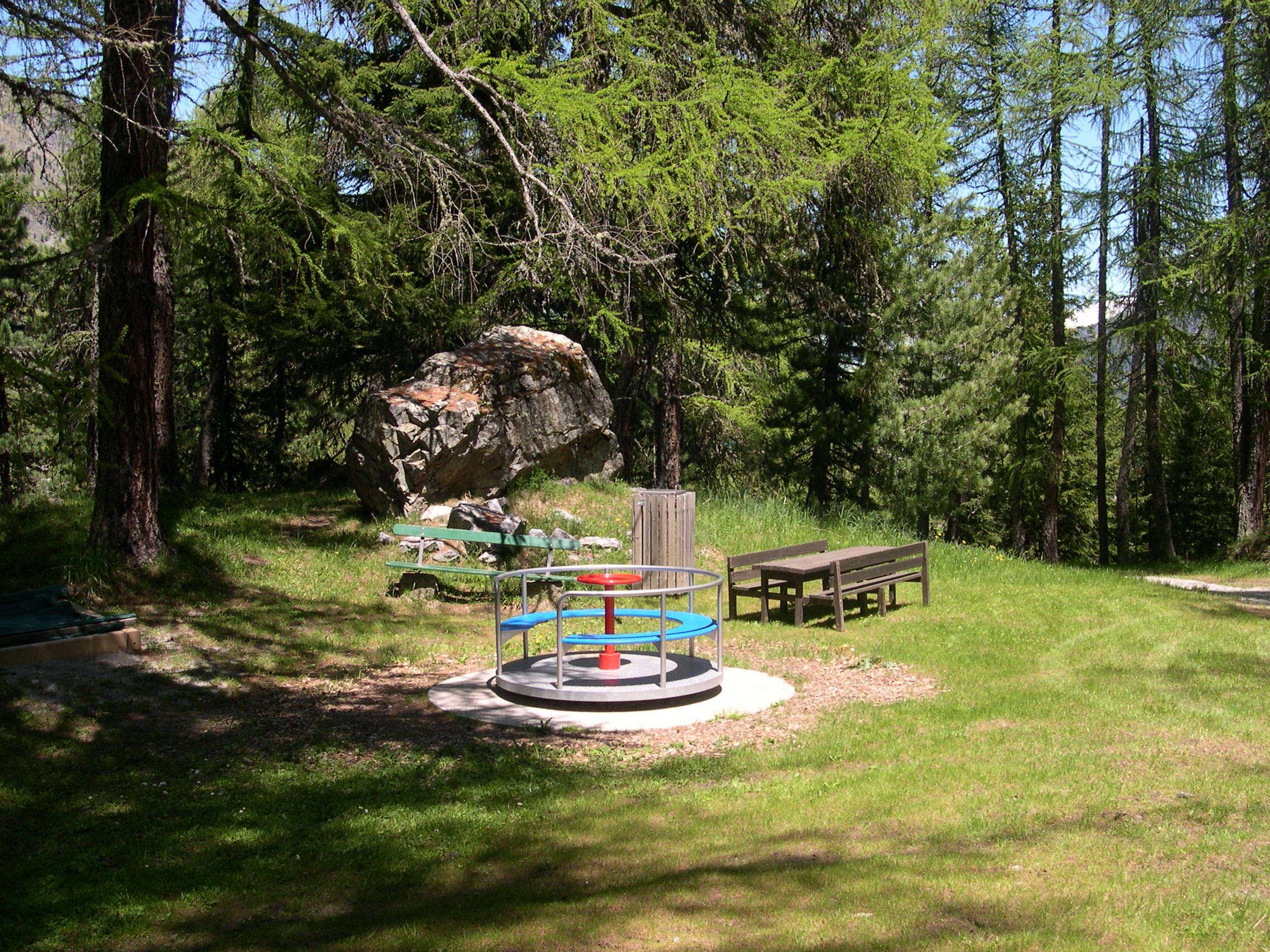 Kinderspielplatz beim Hotel Waldhaus Slide 2