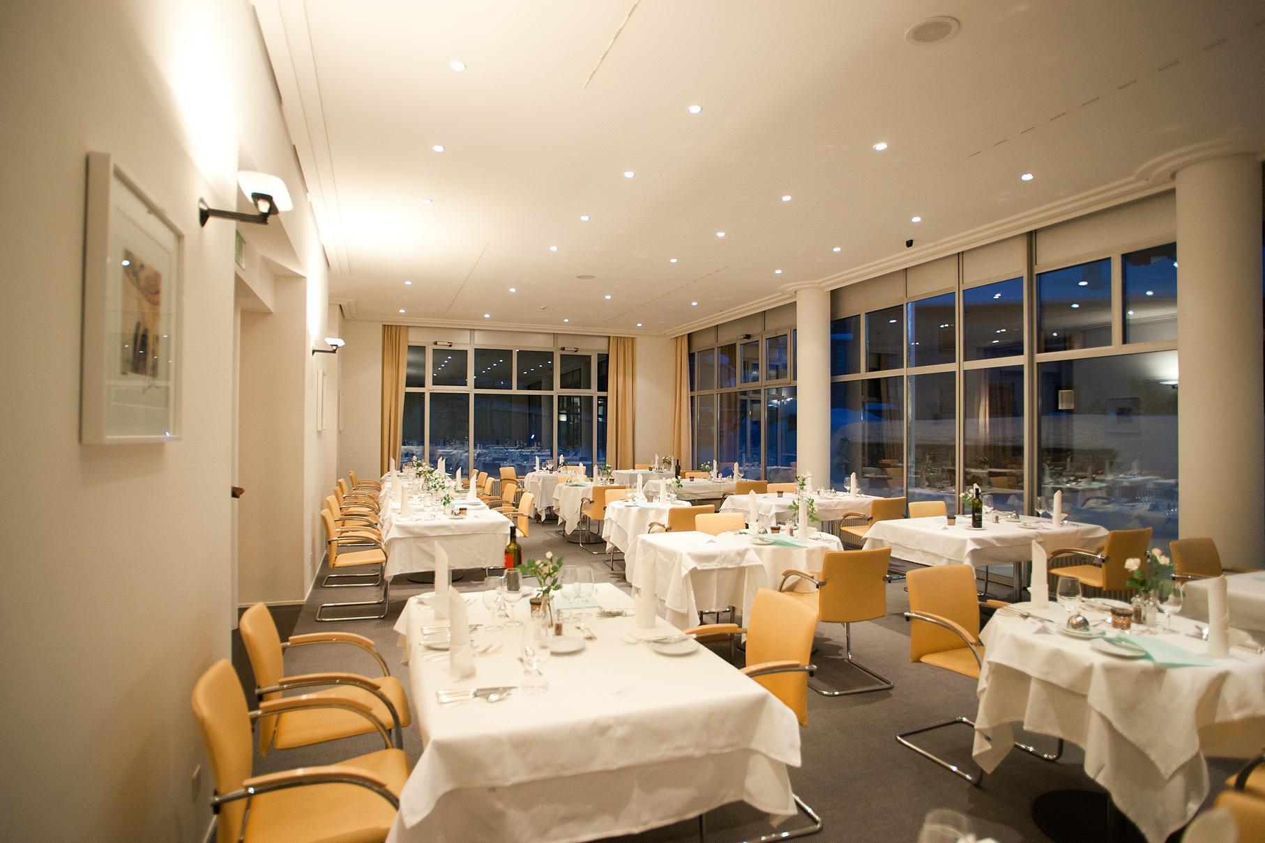 Restaurant Au Premier Hotel Schweizerhof Slide 1