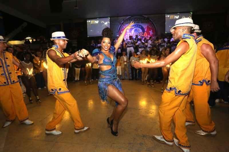 Brasilianische Sambaschule zu Gast in St. Moritz Slide 1