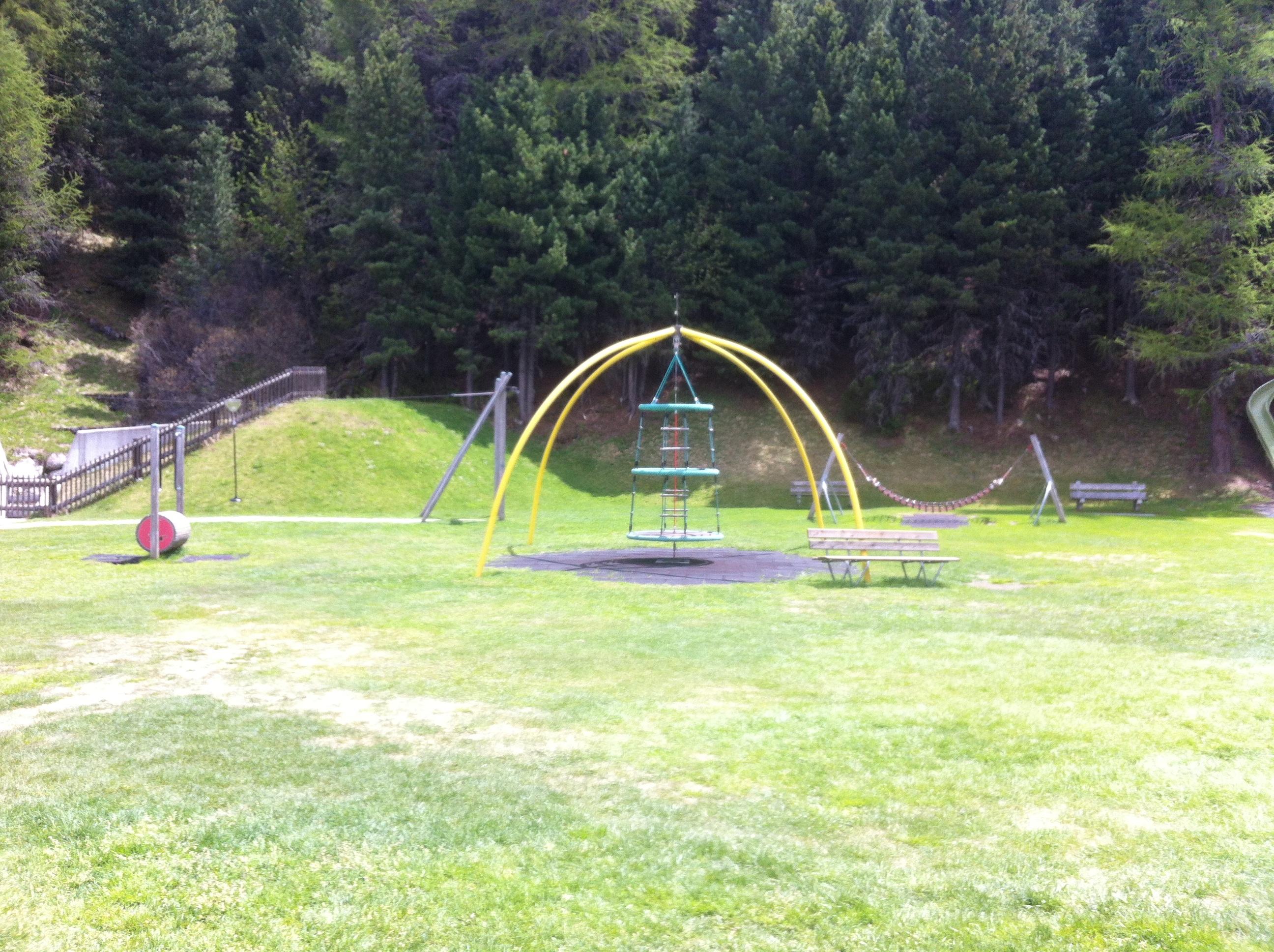 Kinderspielplatz Via da l'Ova Cotschna Slide 3