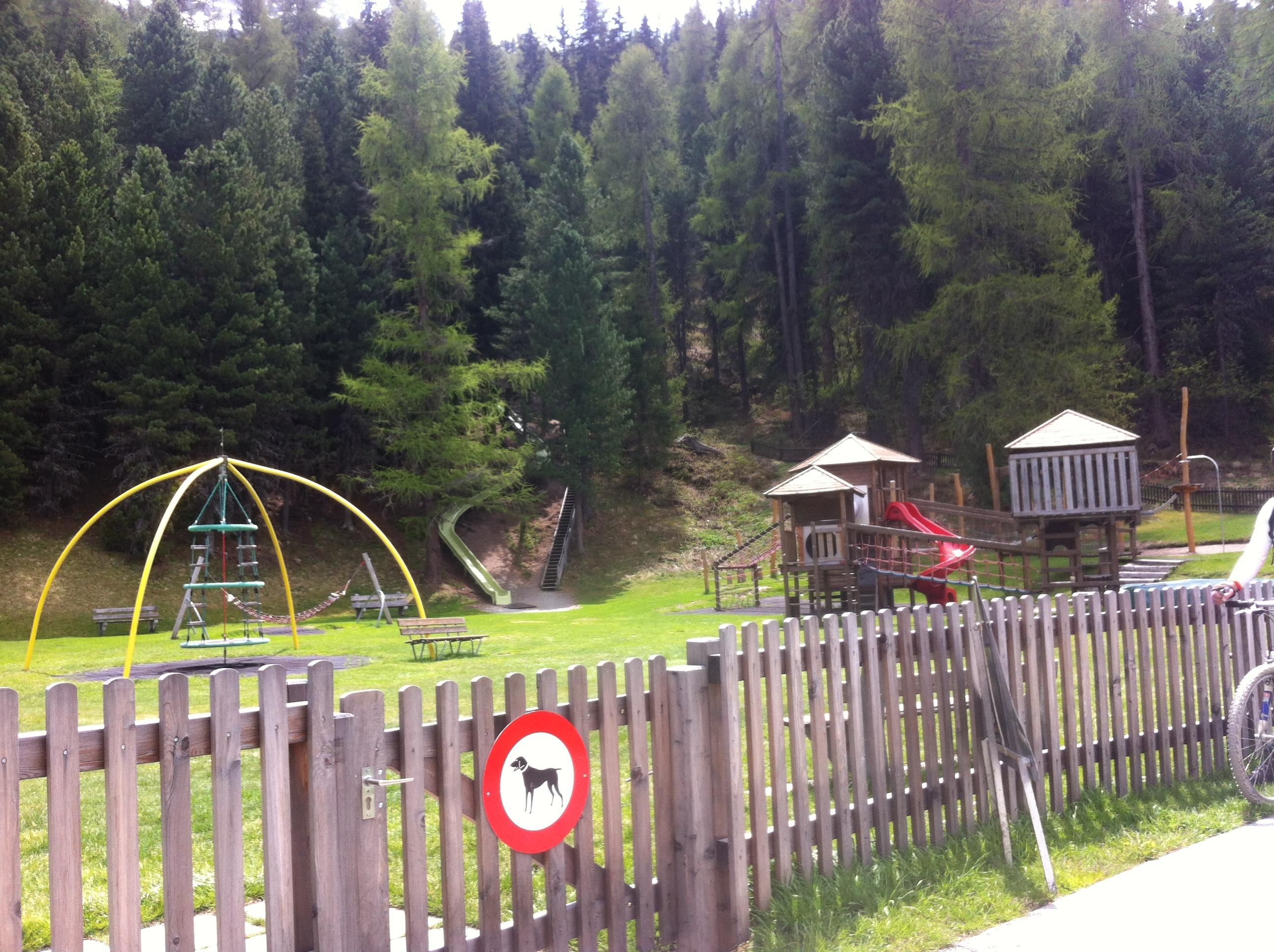 Kinderspielplatz Via da l'Ova Cotschna Slide 4