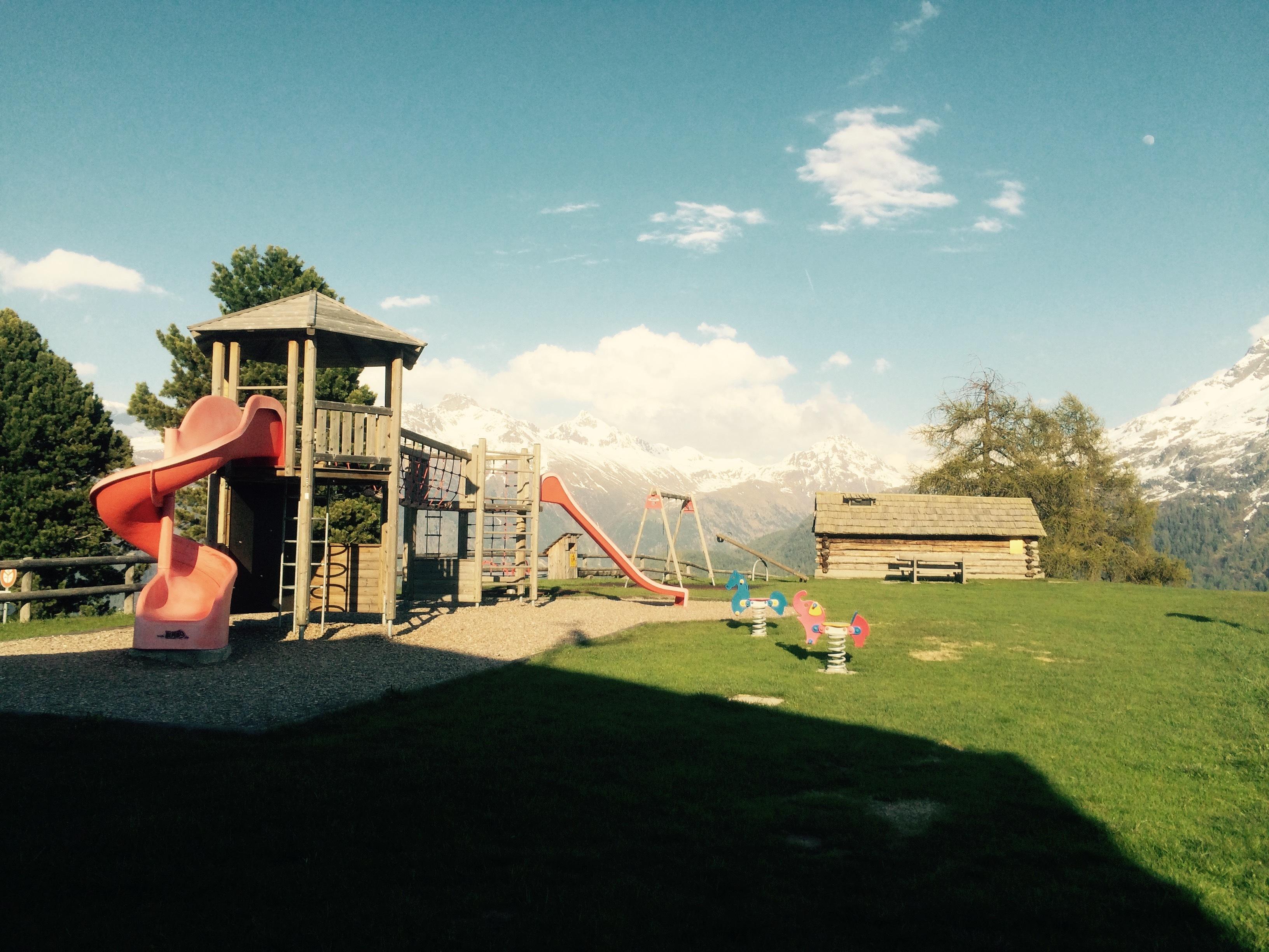 Kinderspielplatz beim Hotel Salastrains Slide 1