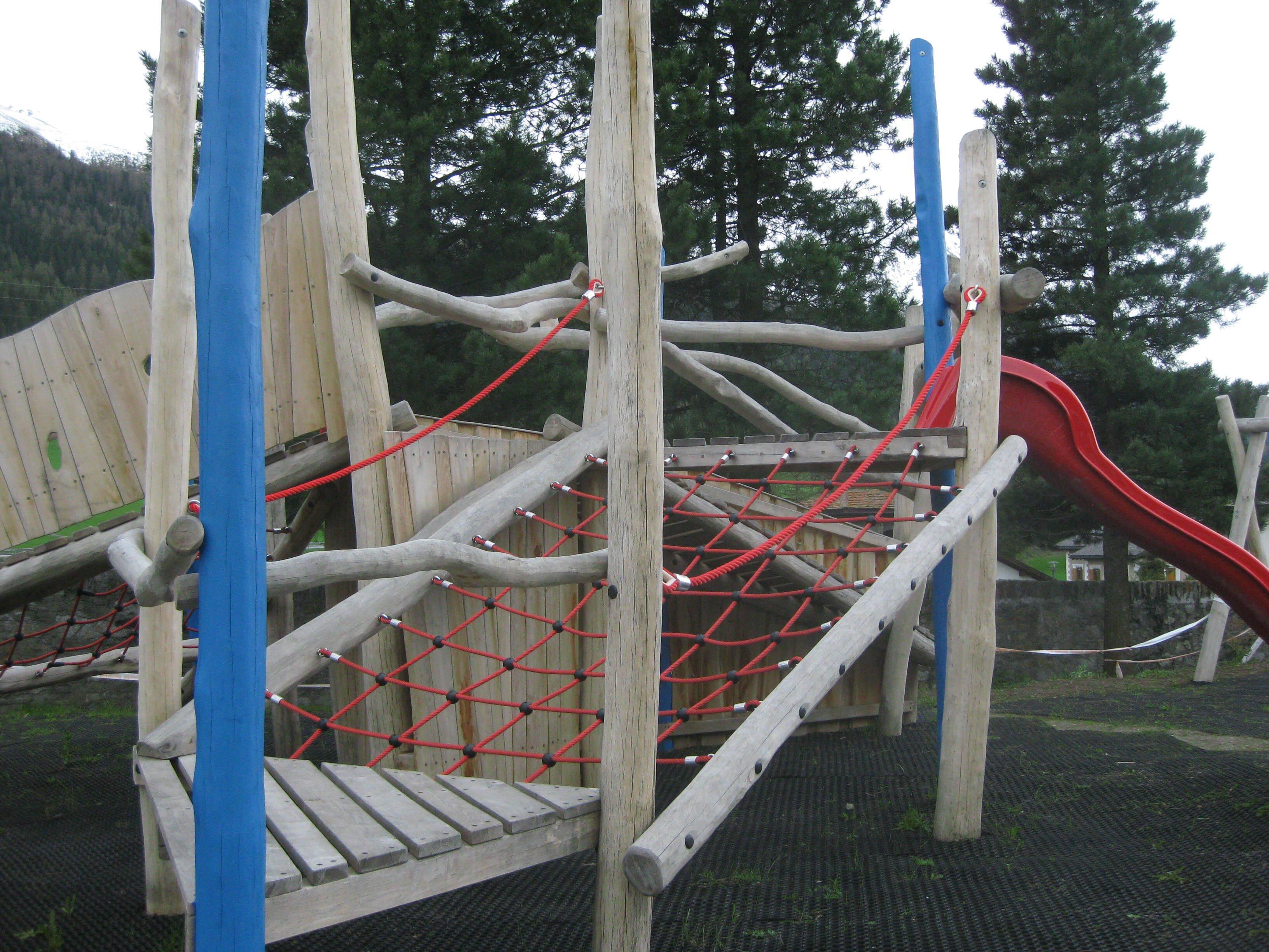 Kinderspielplatz Plazza da gö Furmia Slide 1