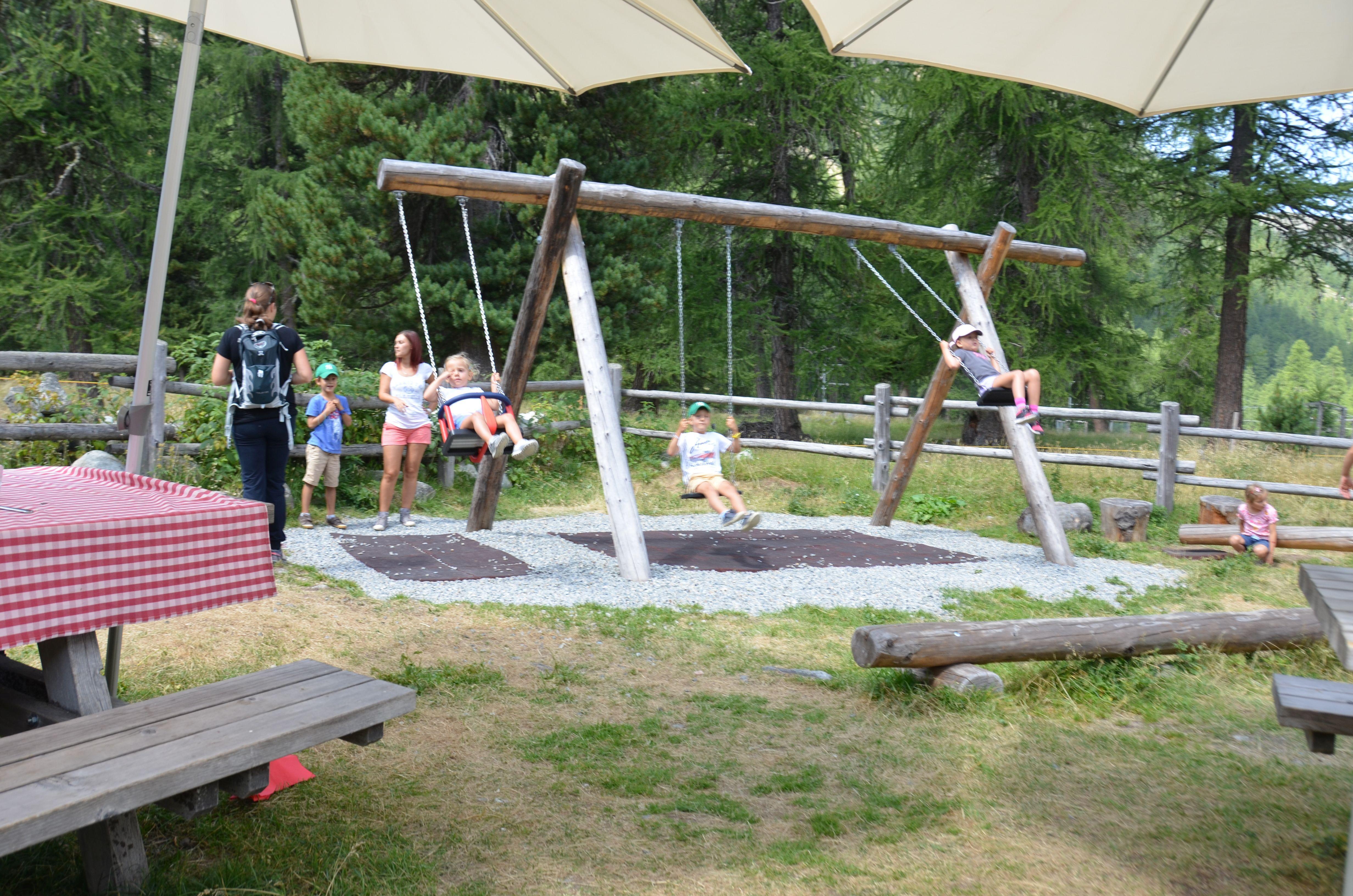 Kinderspielplatz Alp Schaukäserei Slide 1