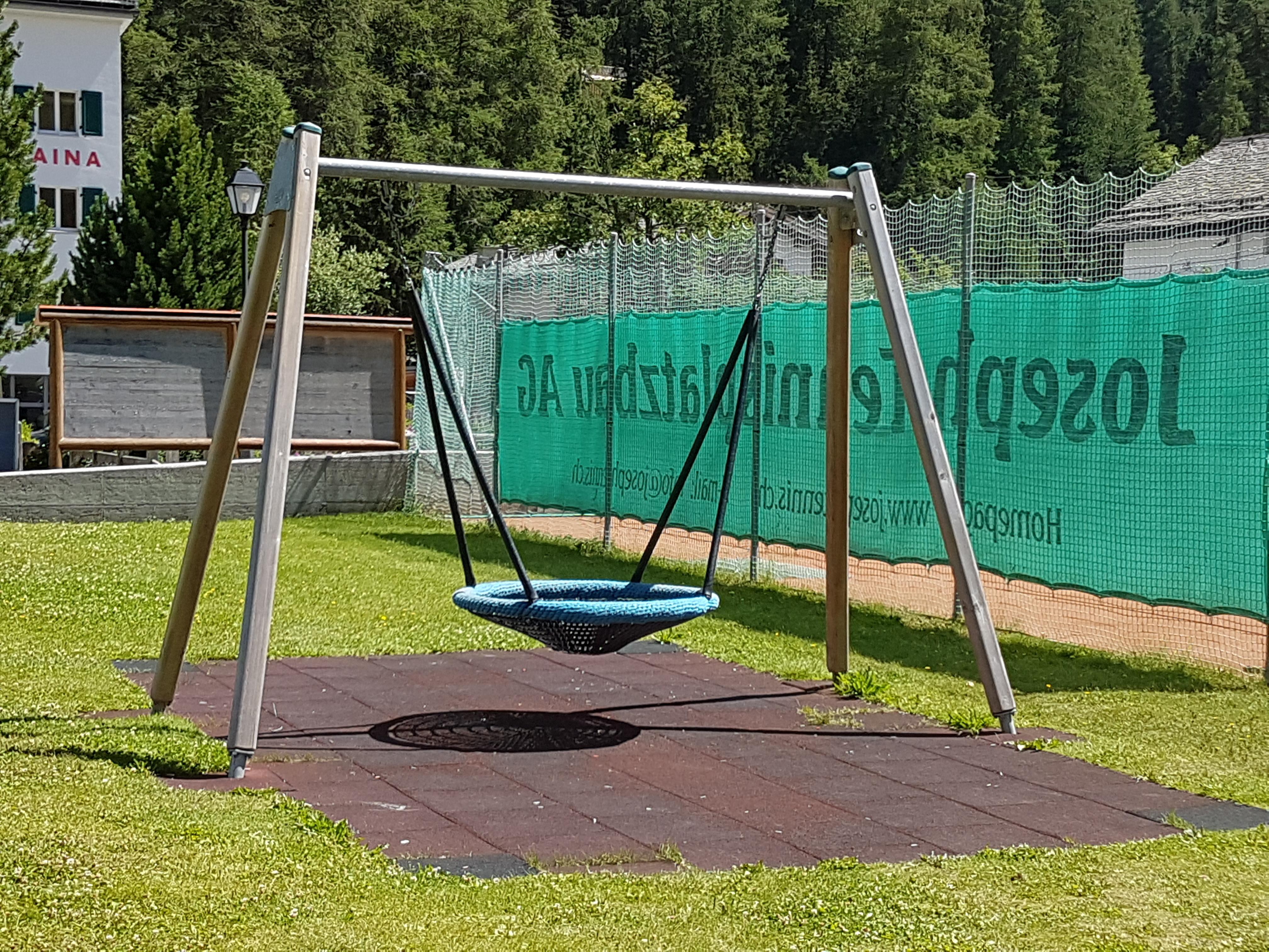 Kinderspielplatz beim Sportplatz Muot Marias Slide 3