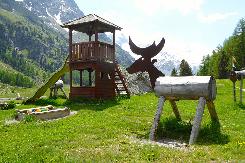 Kinderspielplatz Roseg Gletscher Slide 2