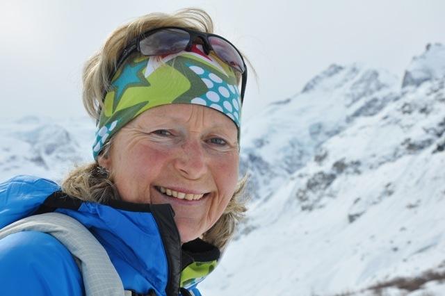 Christine Salis (Schneeschuhwanderleiterin ASAM/SWL mit eidg. Fachausweis) Slide 1