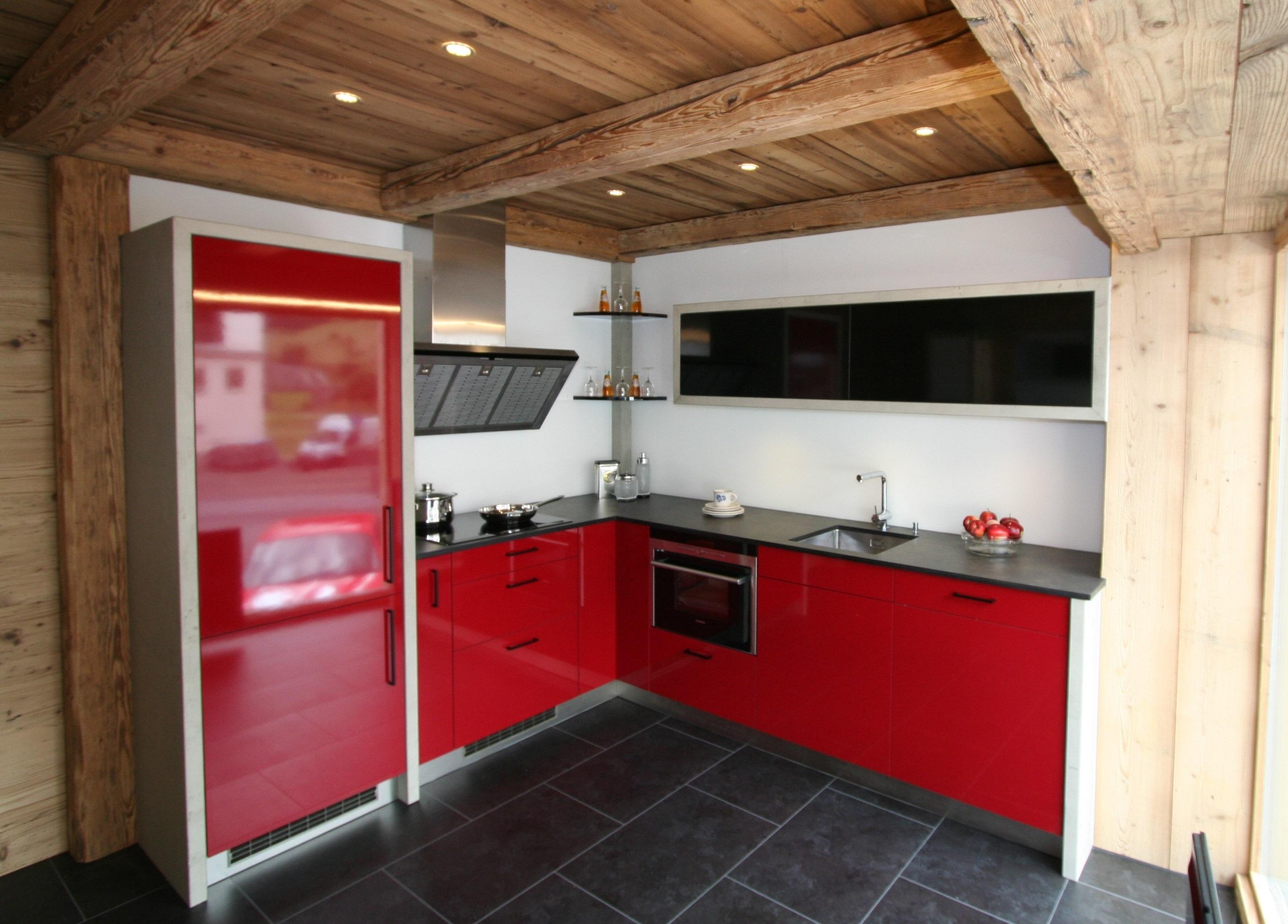 Bezzola AG Engadiner-Küchencenter Slide 1