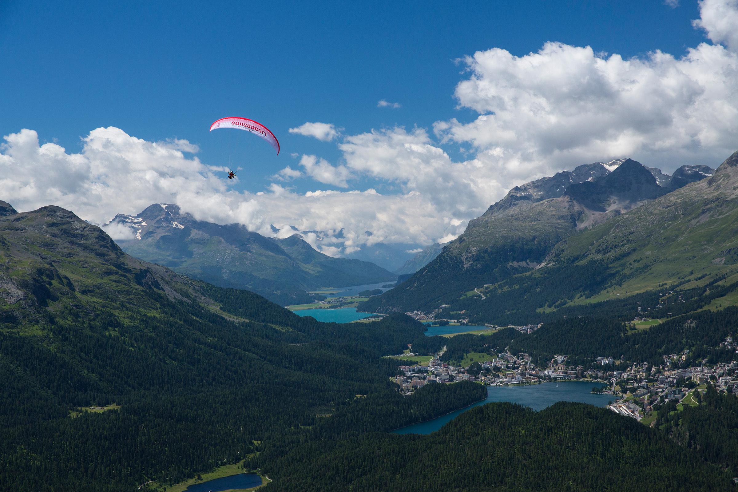 Tandem hang-gliding flights