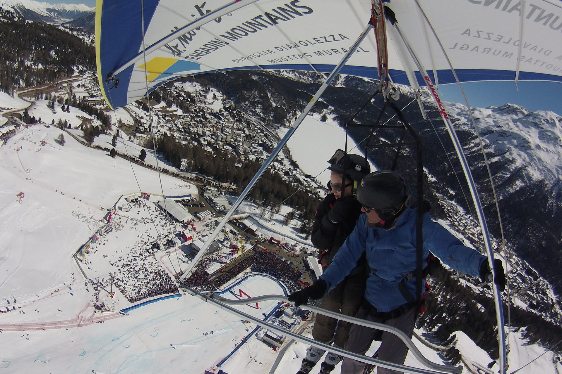Tandem paragliding and hang-gliding flights Corviglia | Winter in