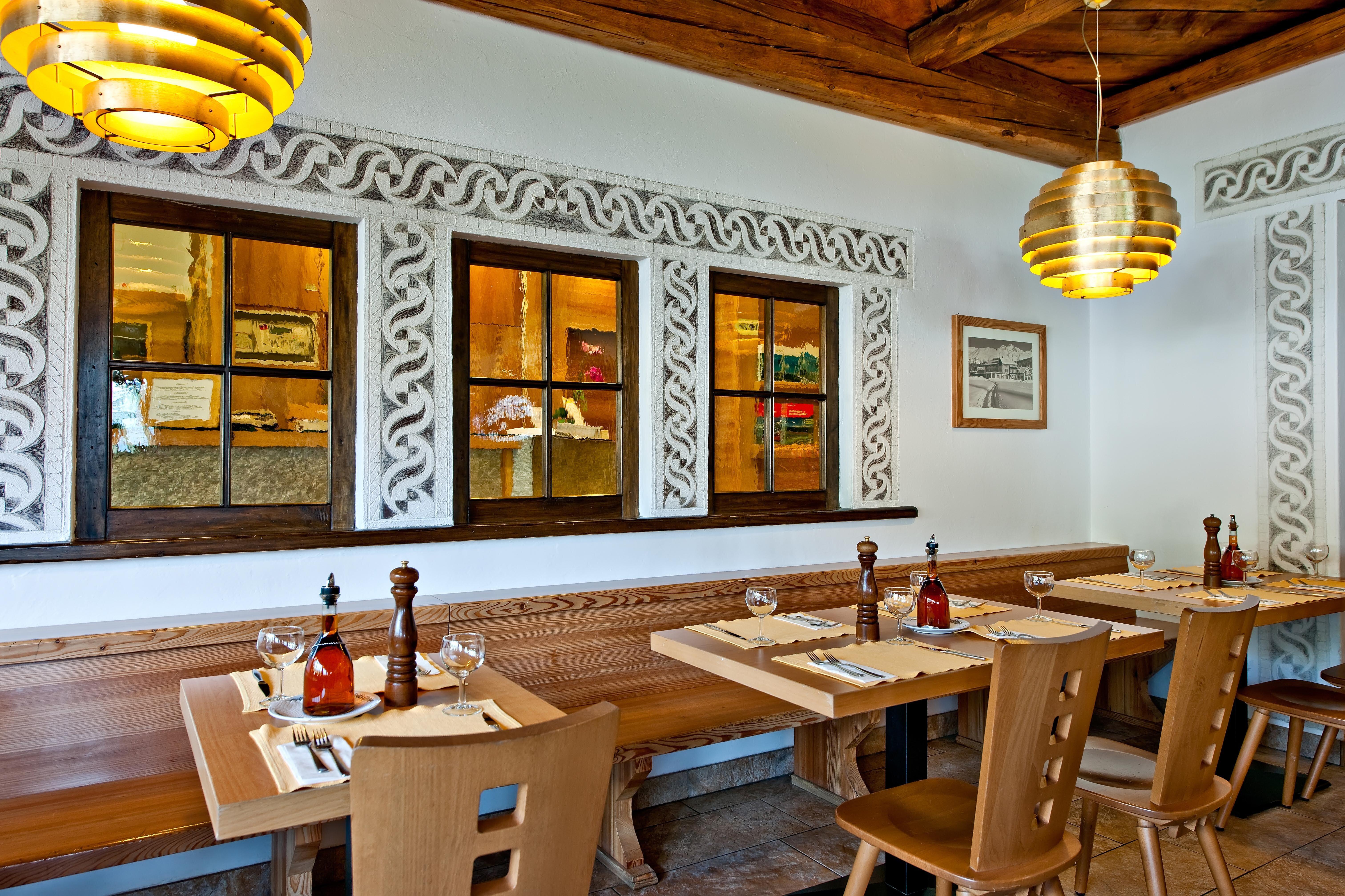 Hotel Restaurant Pizzeria Sonne Slide 1