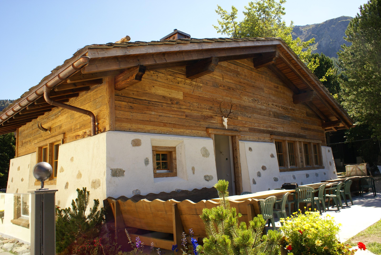 Benni's Jagdhütte und Fleischtrocknerei Slide 1