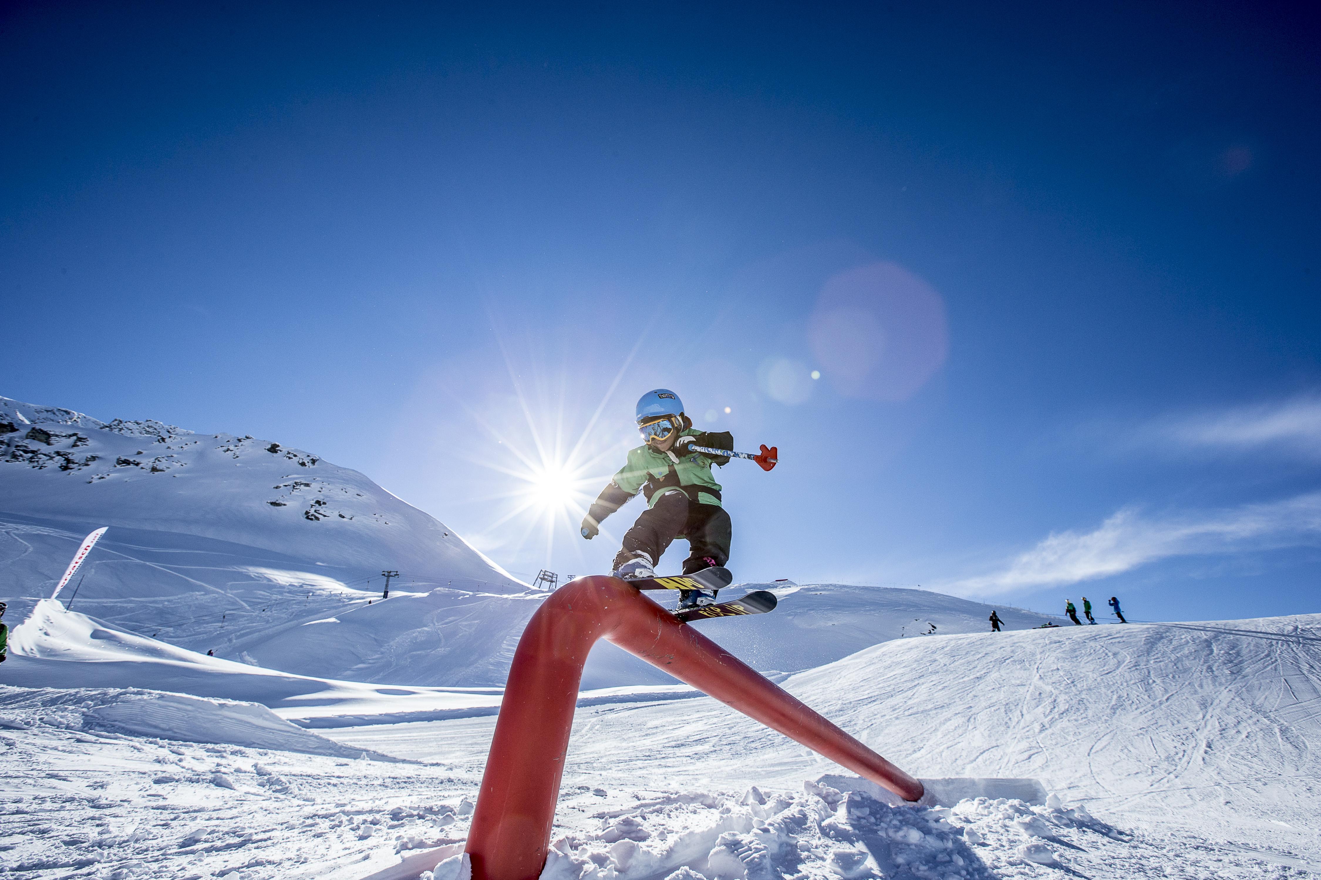 Fresk Snowboard und Freestyle School Slide 1