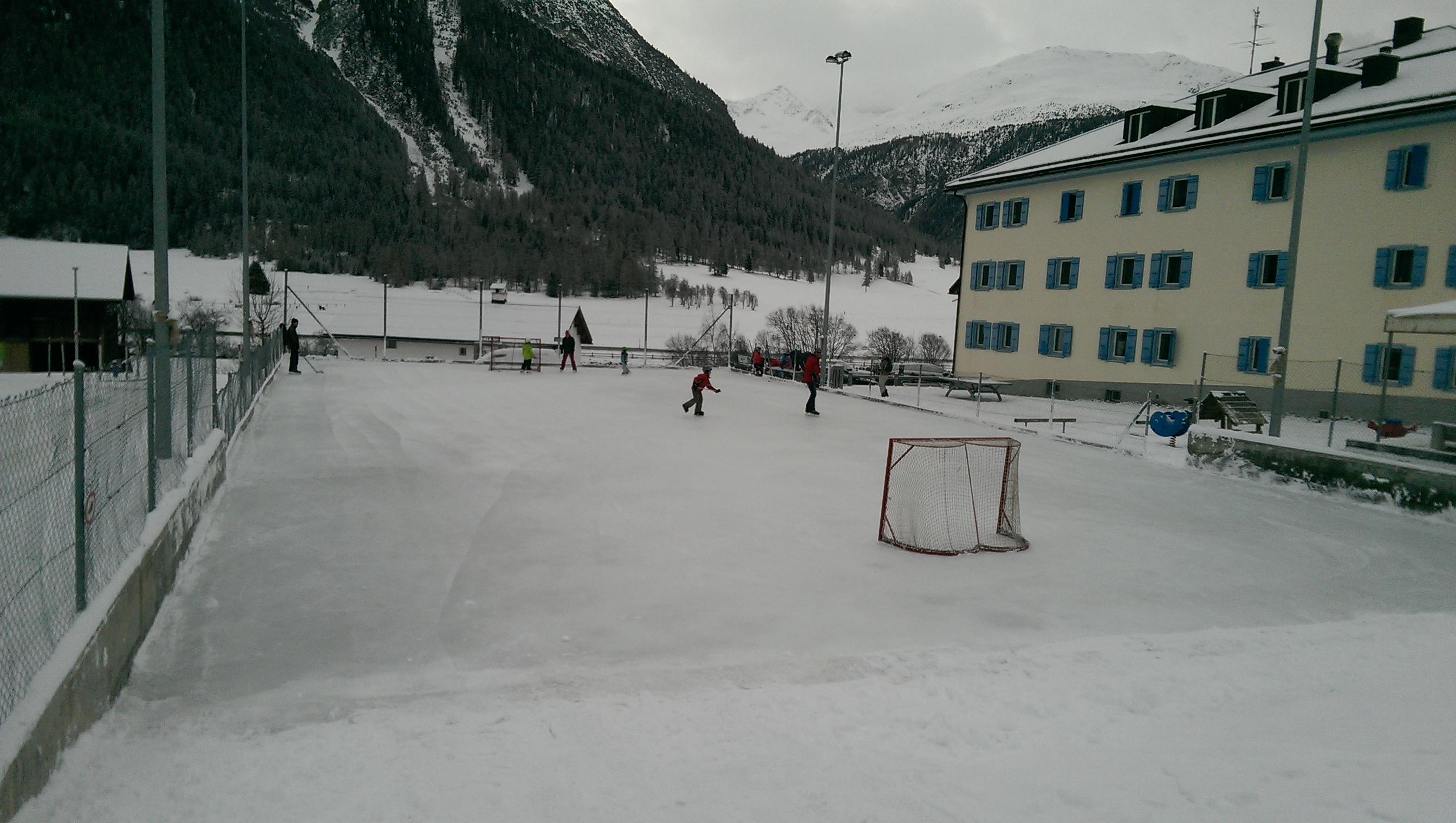 Eisplatz Madulain Slide 1