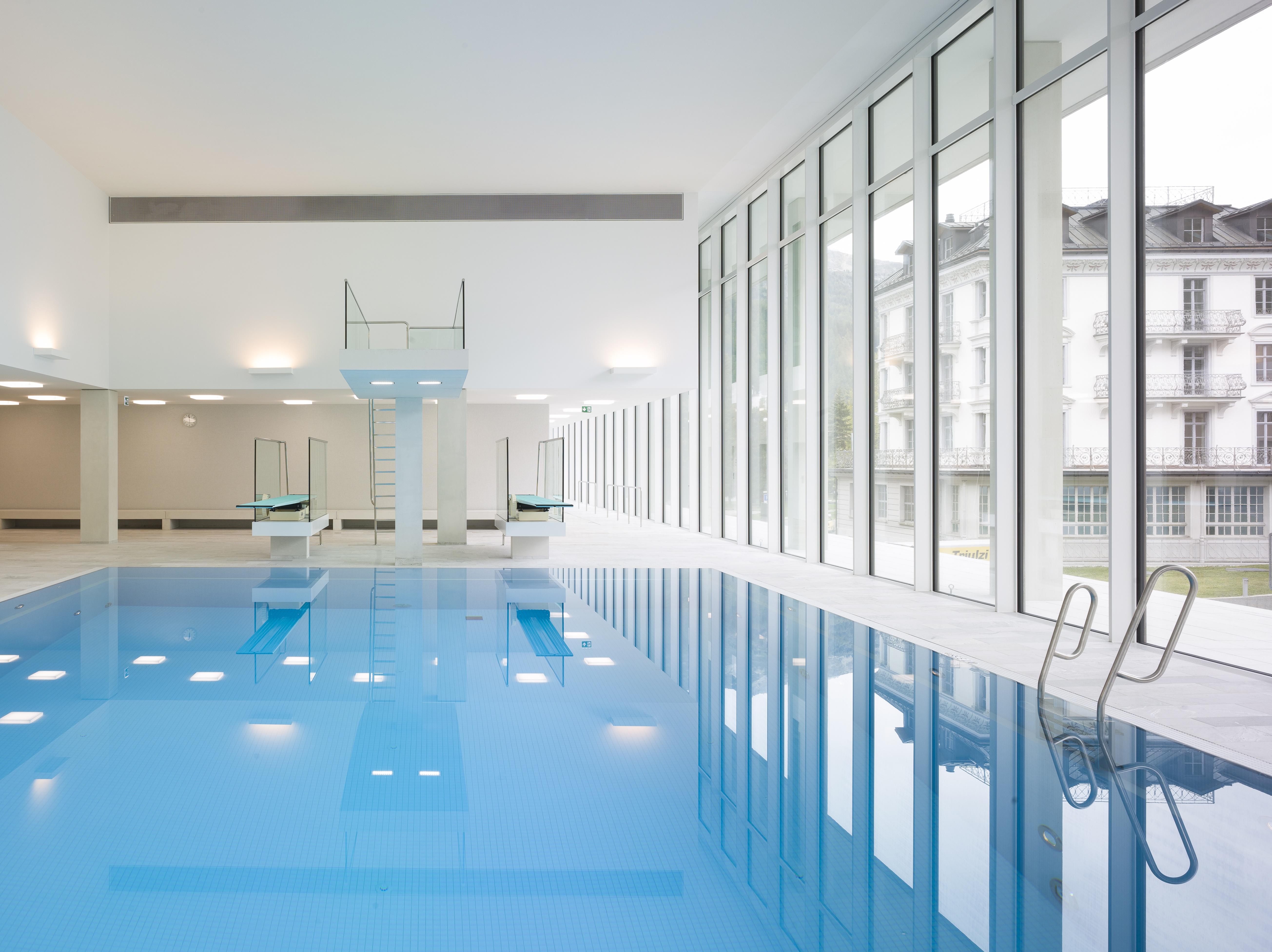OVAVERVA Hallenbad, Spa & Sportzentrum Slide 1
