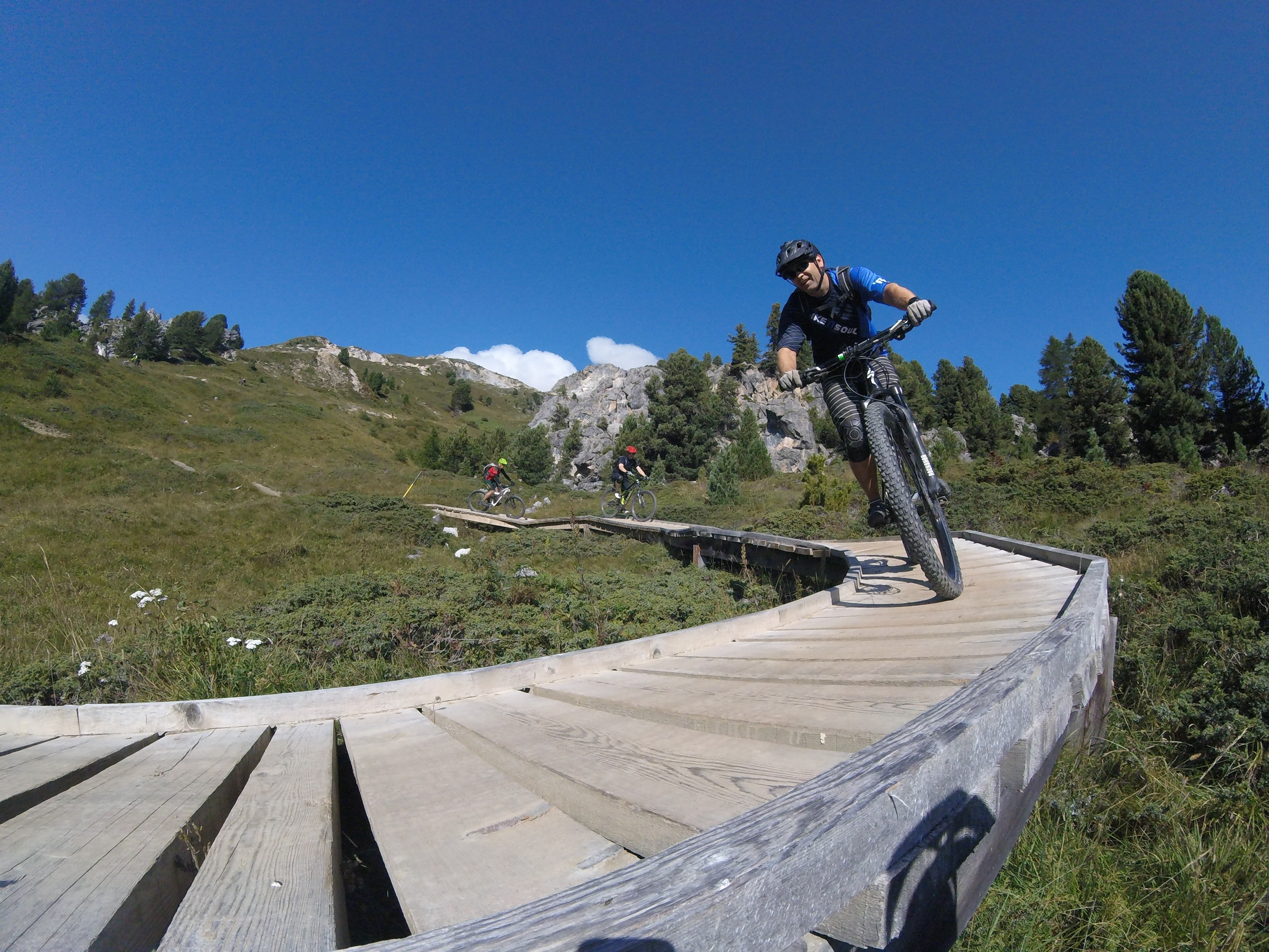 BIKE SCHOOL ENGADIN  - SKILLS & TRAILS Slide 1