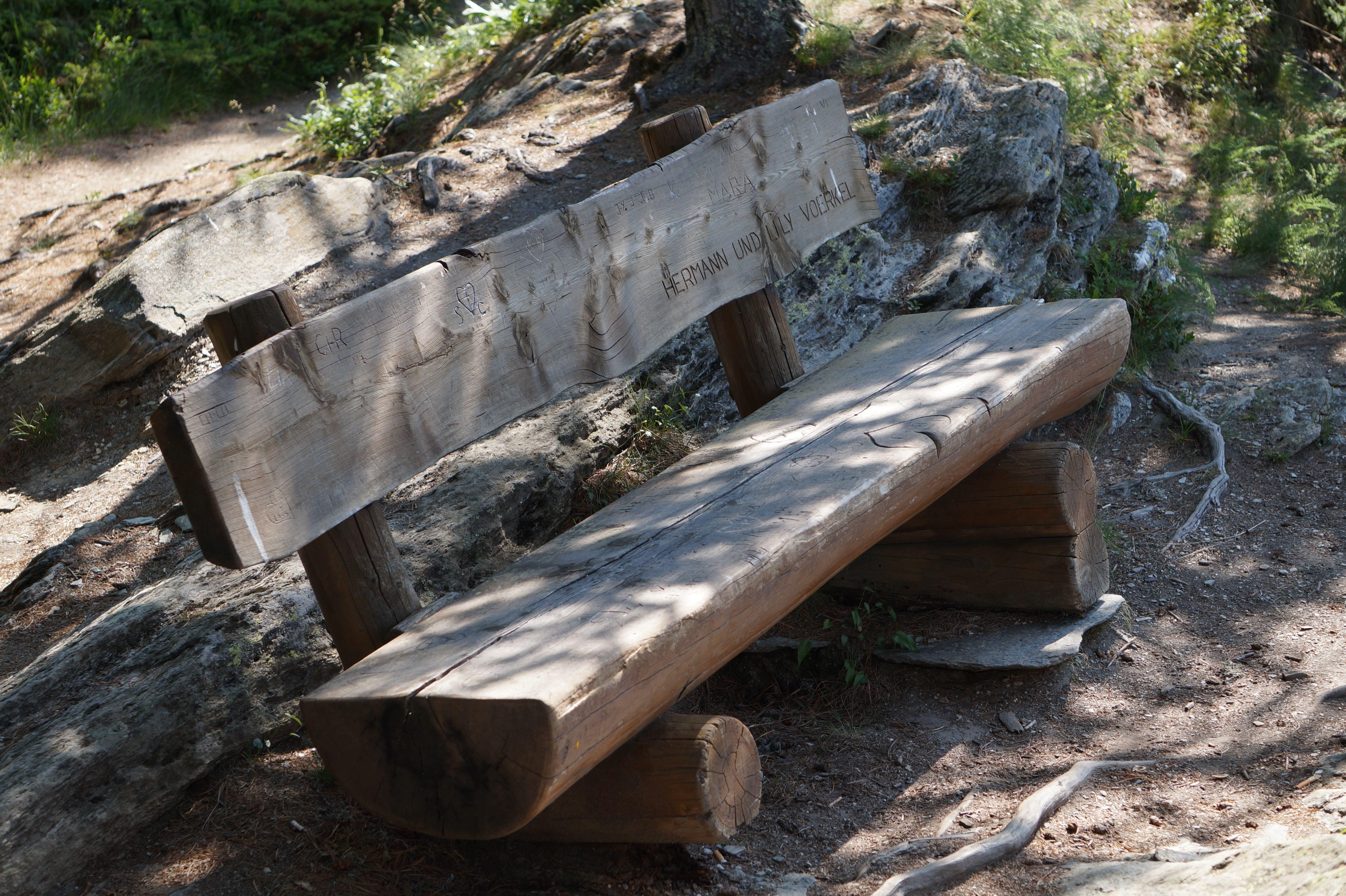 Sitzbänkli auf Halbinsel Chastè Slide 3