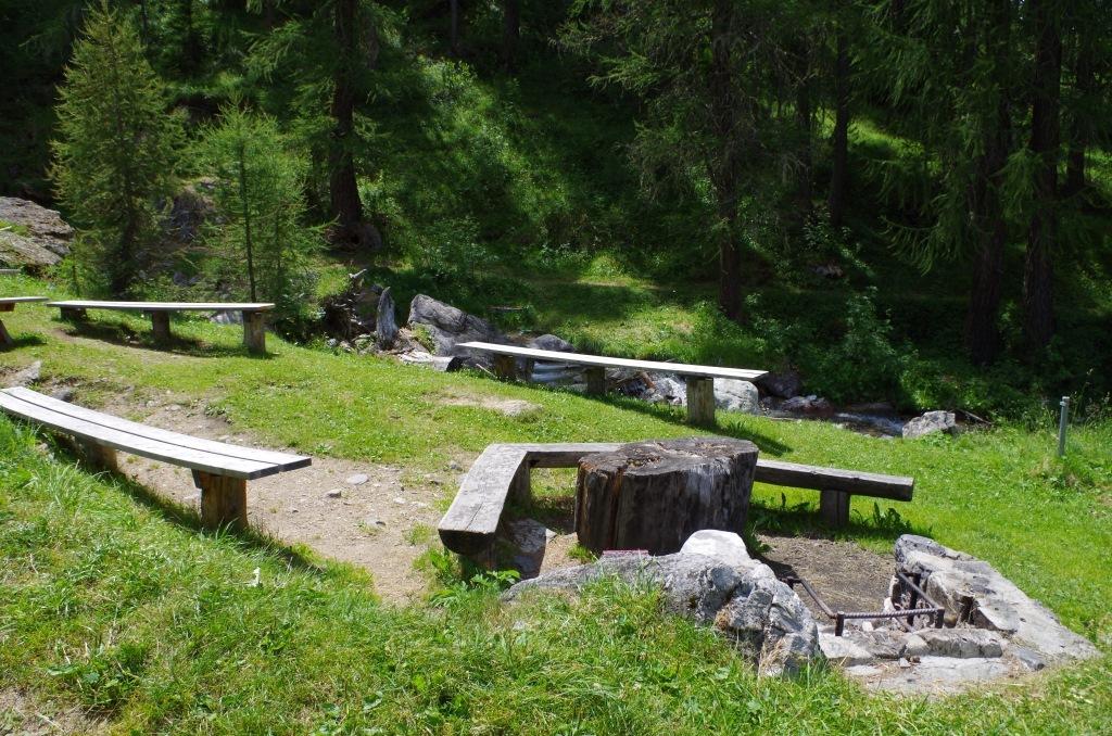Feuerstelle beim Wasserfall Arpiglia Bach Slide 1