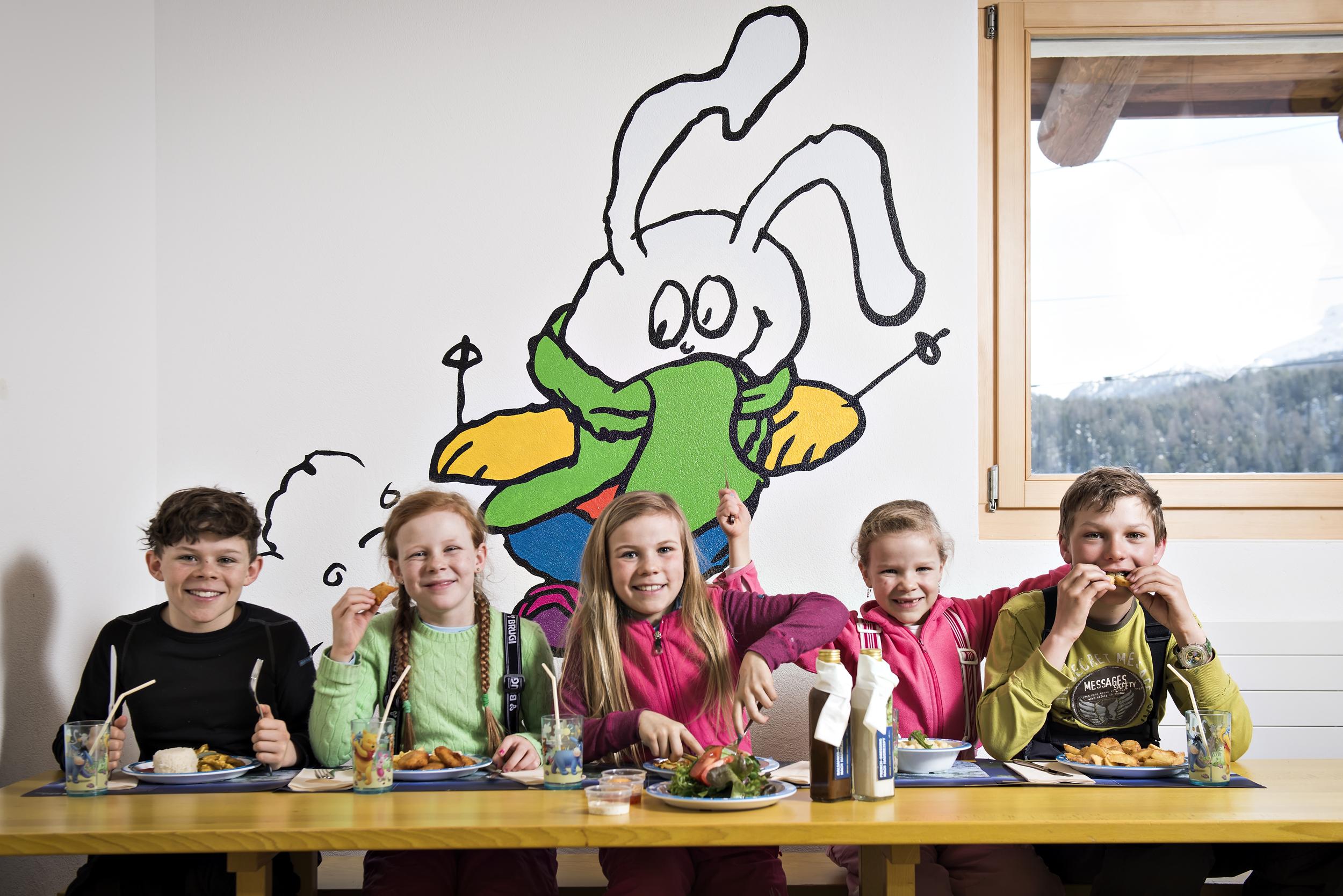 Snowli Restaurant Slide 1