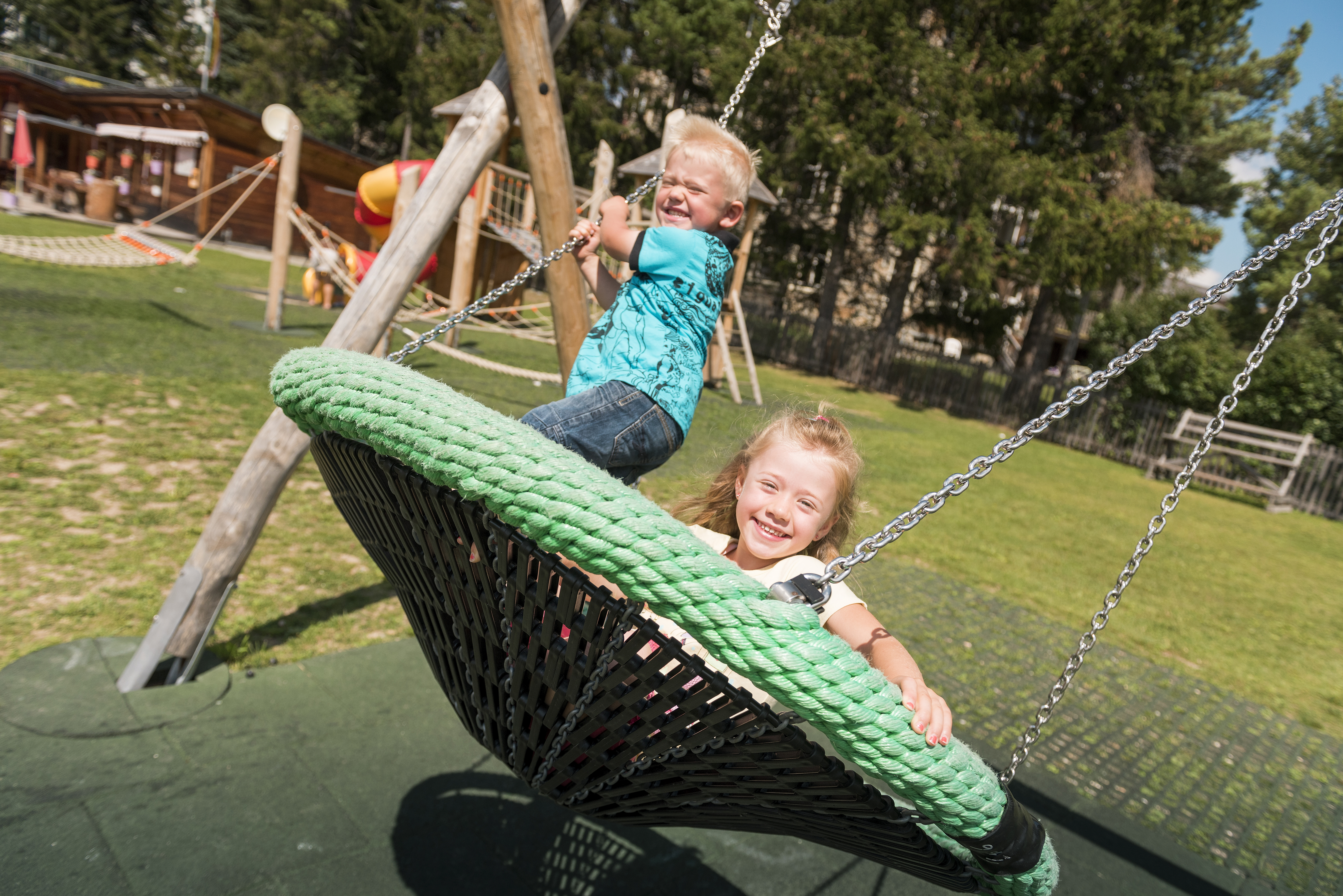 Kinderspielplatz beim Center da Sport Slide 1