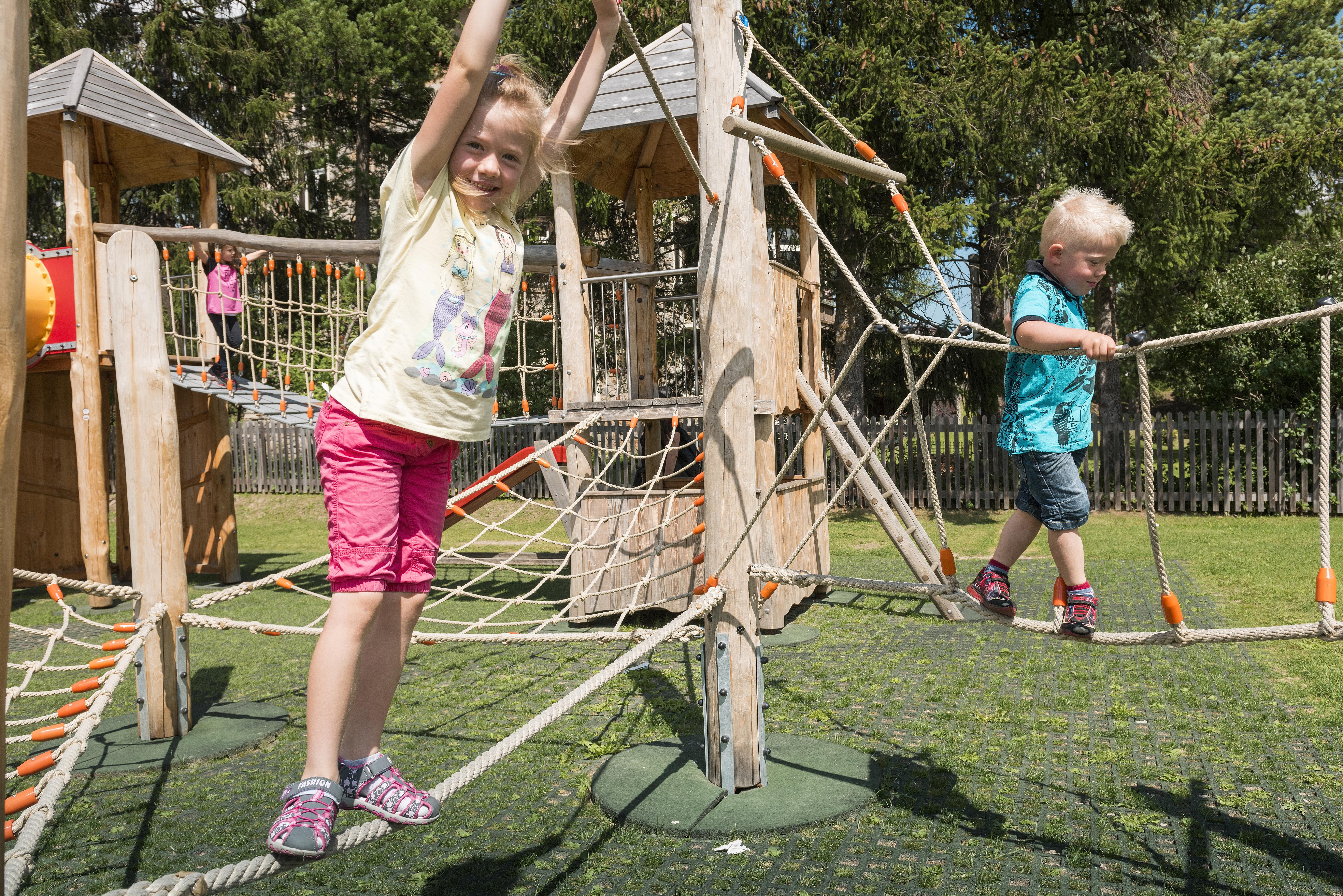 Kinderspielplatz beim Center da Sport Slide 5
