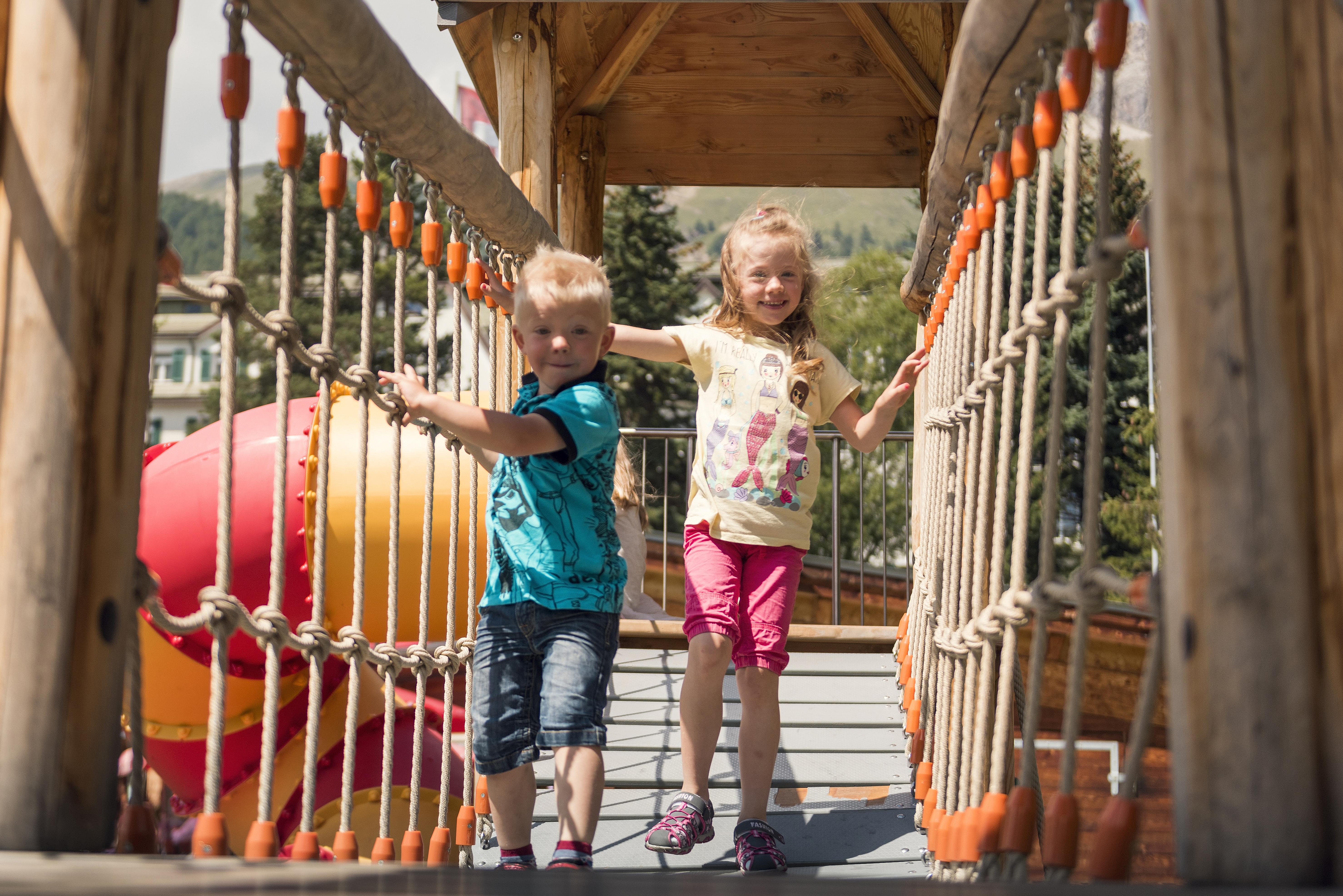 Kinderspielplatz beim Center da Sport Slide 9