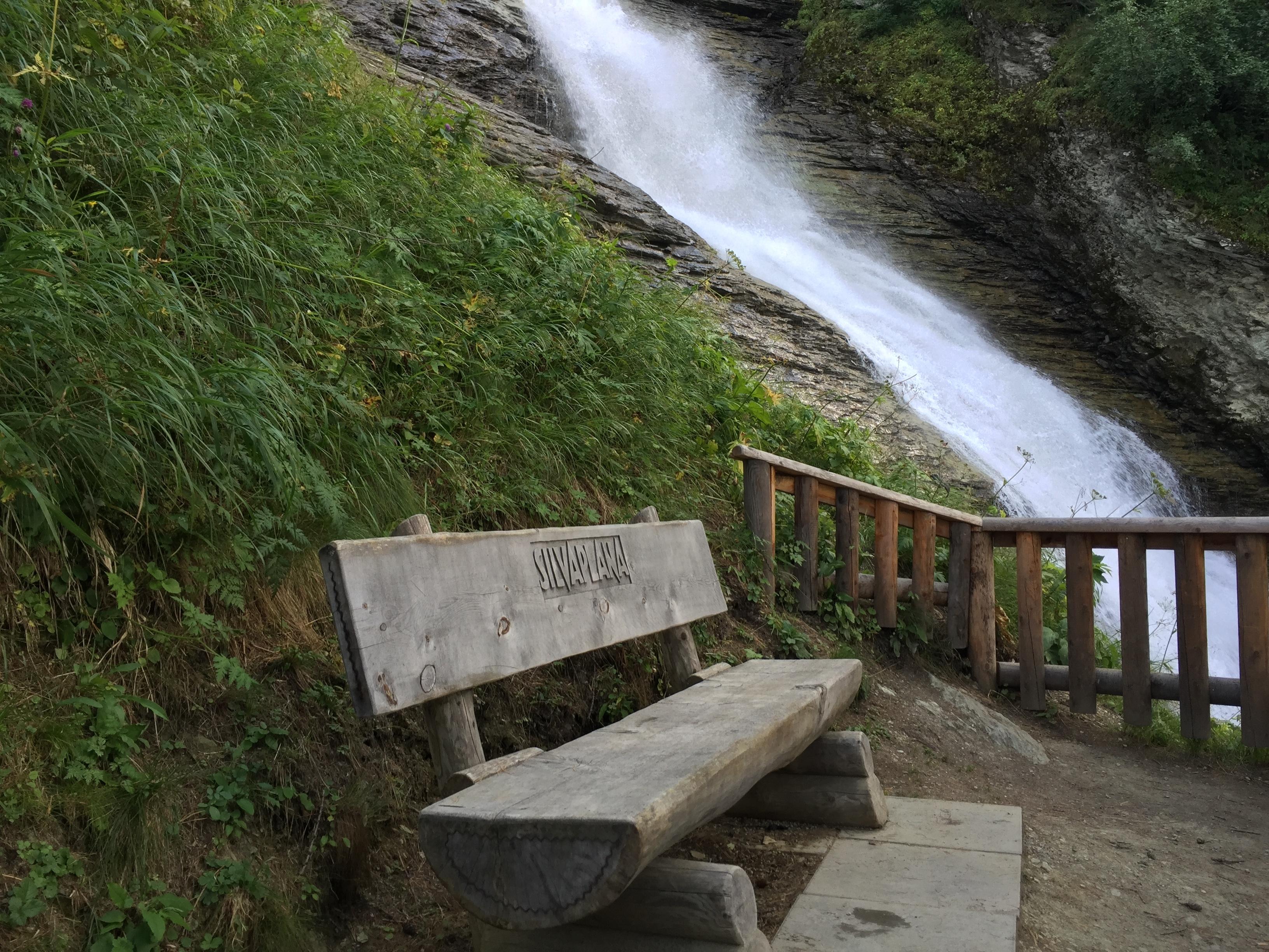 Sitzbank Wasserfall Surlej Slide 2