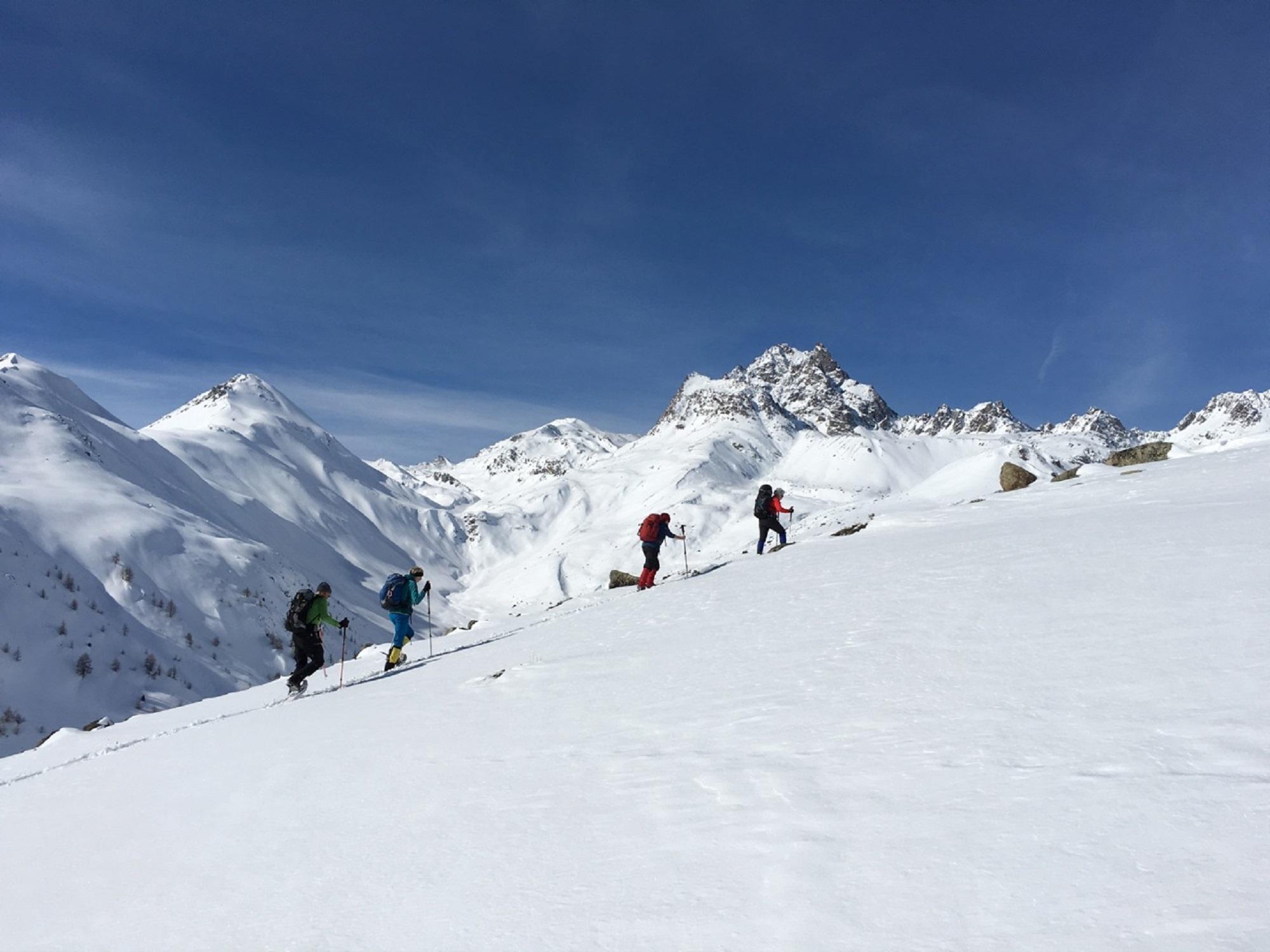 Bernina Trekking (Rudolf Wiesner, Schneeschuhwanderleiter mit Eidg. Fachausweis) Slide 2