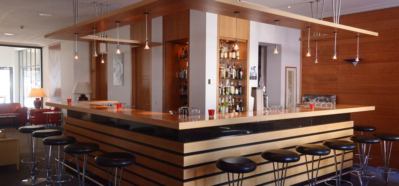 Deco Bar Hotel Schweizerhof Slide 2