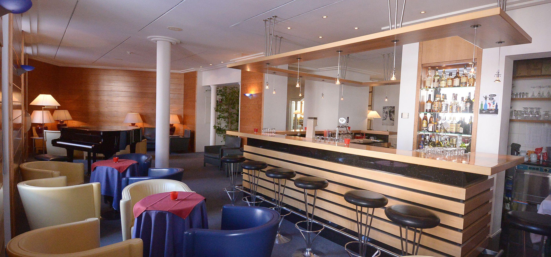 Deco Bar Hotel Schweizerhof Slide 3