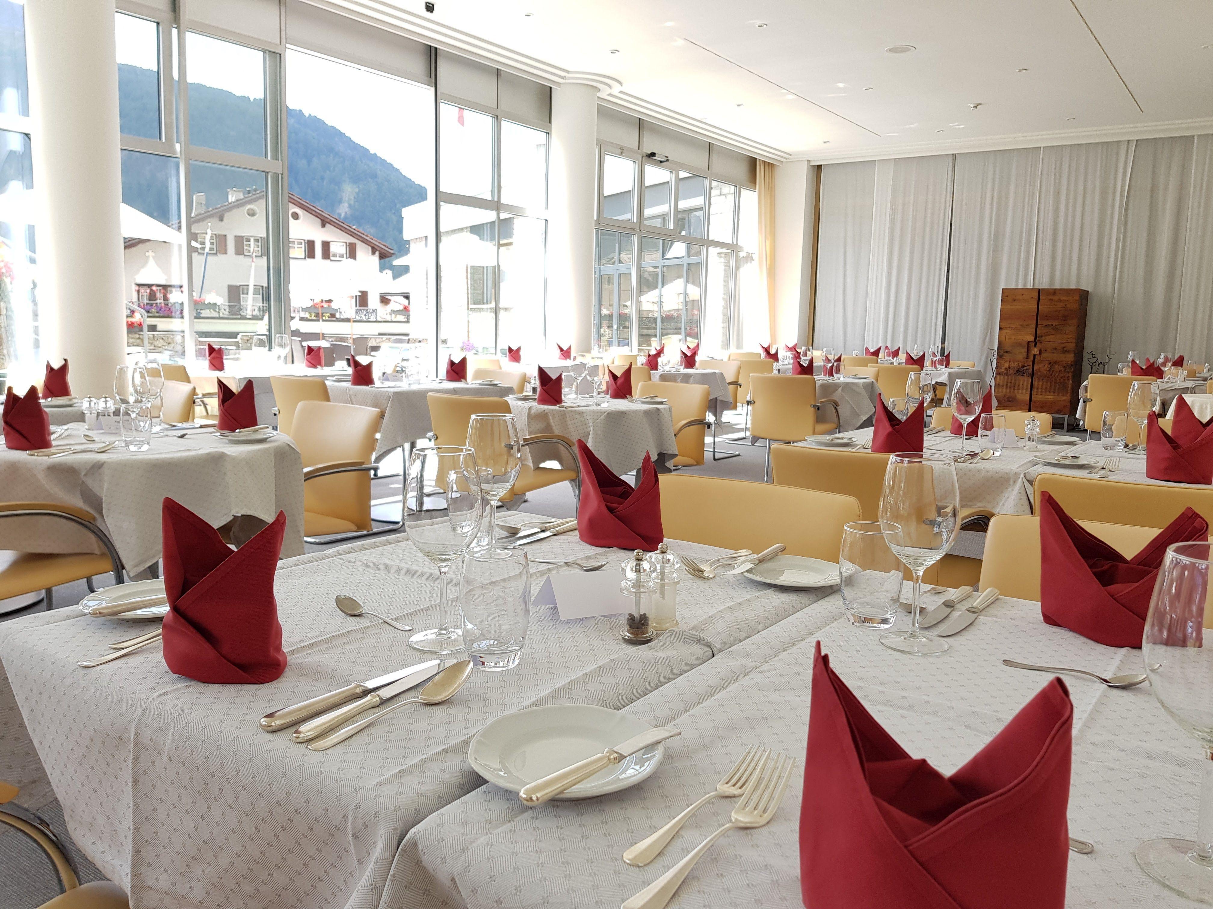 Restaurant Au Premier Hotel Schweizerhof Slide 2
