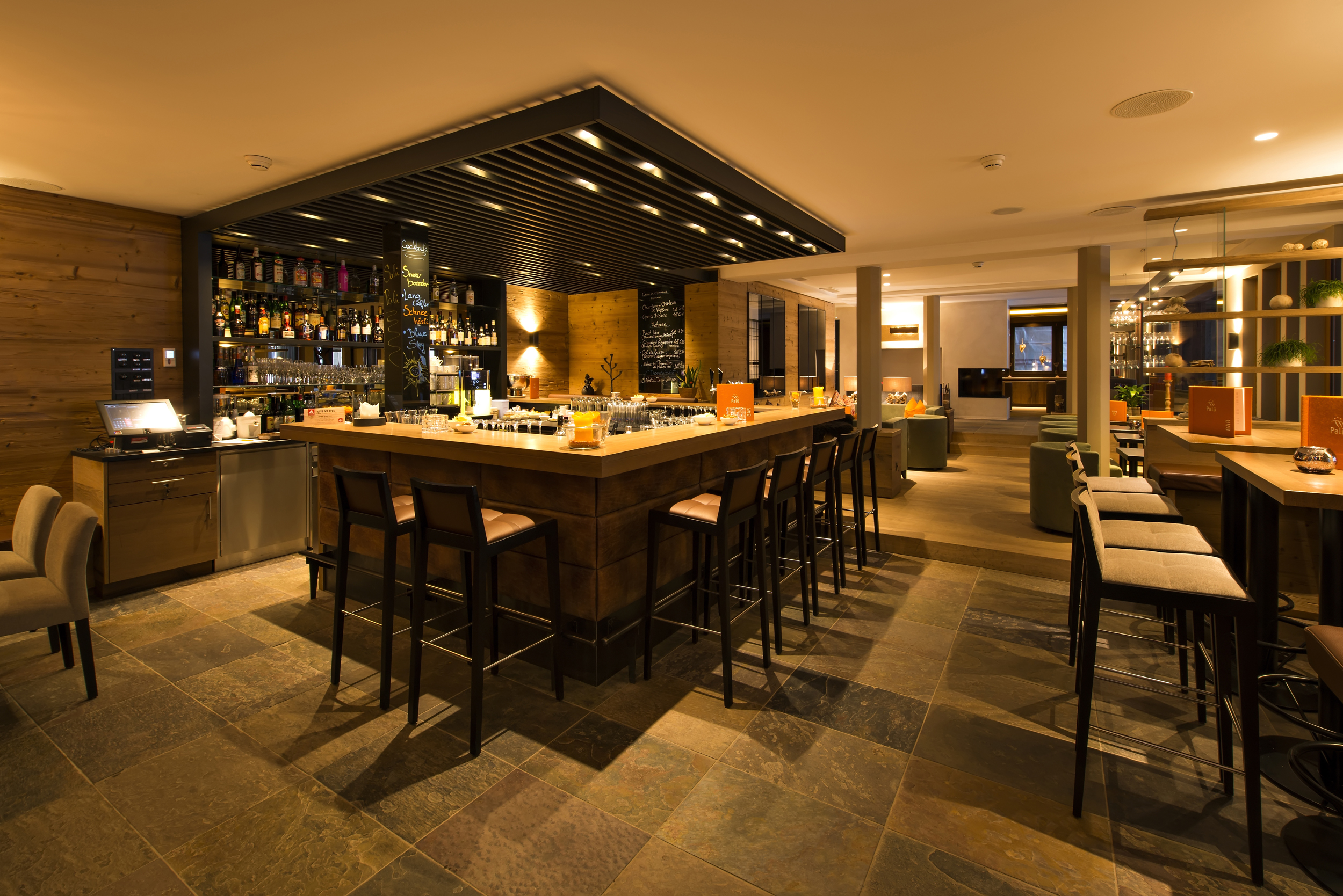 Palü Lounge & Bar Slide 2