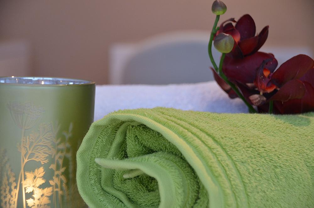 Aromana Holistic Beauty Lounge Slide 3