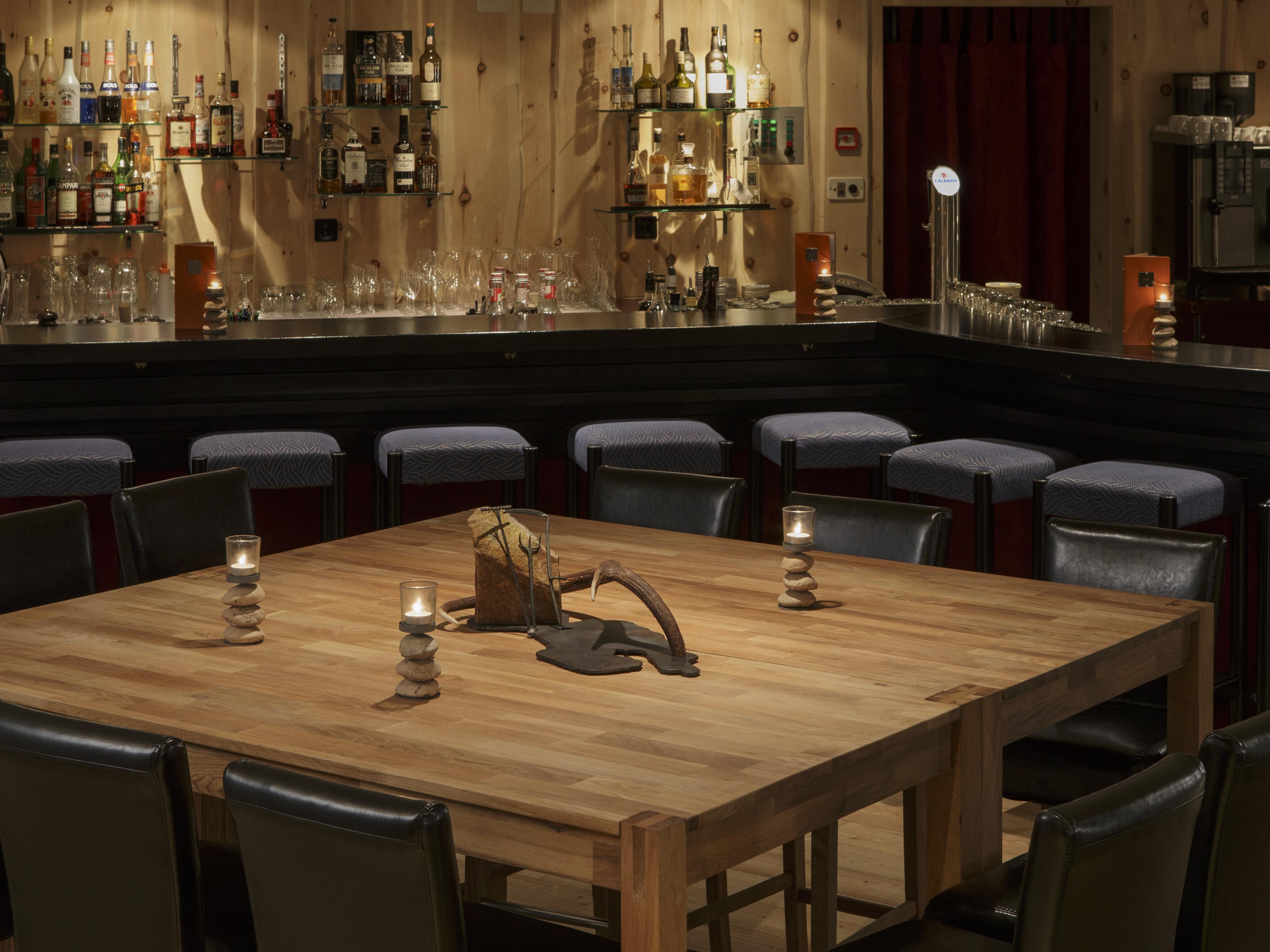 Arenas Bar, Arenas Resort Schweizerhof Slide 1