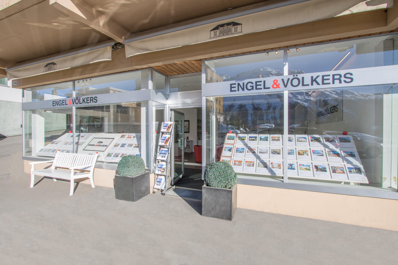 Engel & Völkers St. Moritz Slide 2
