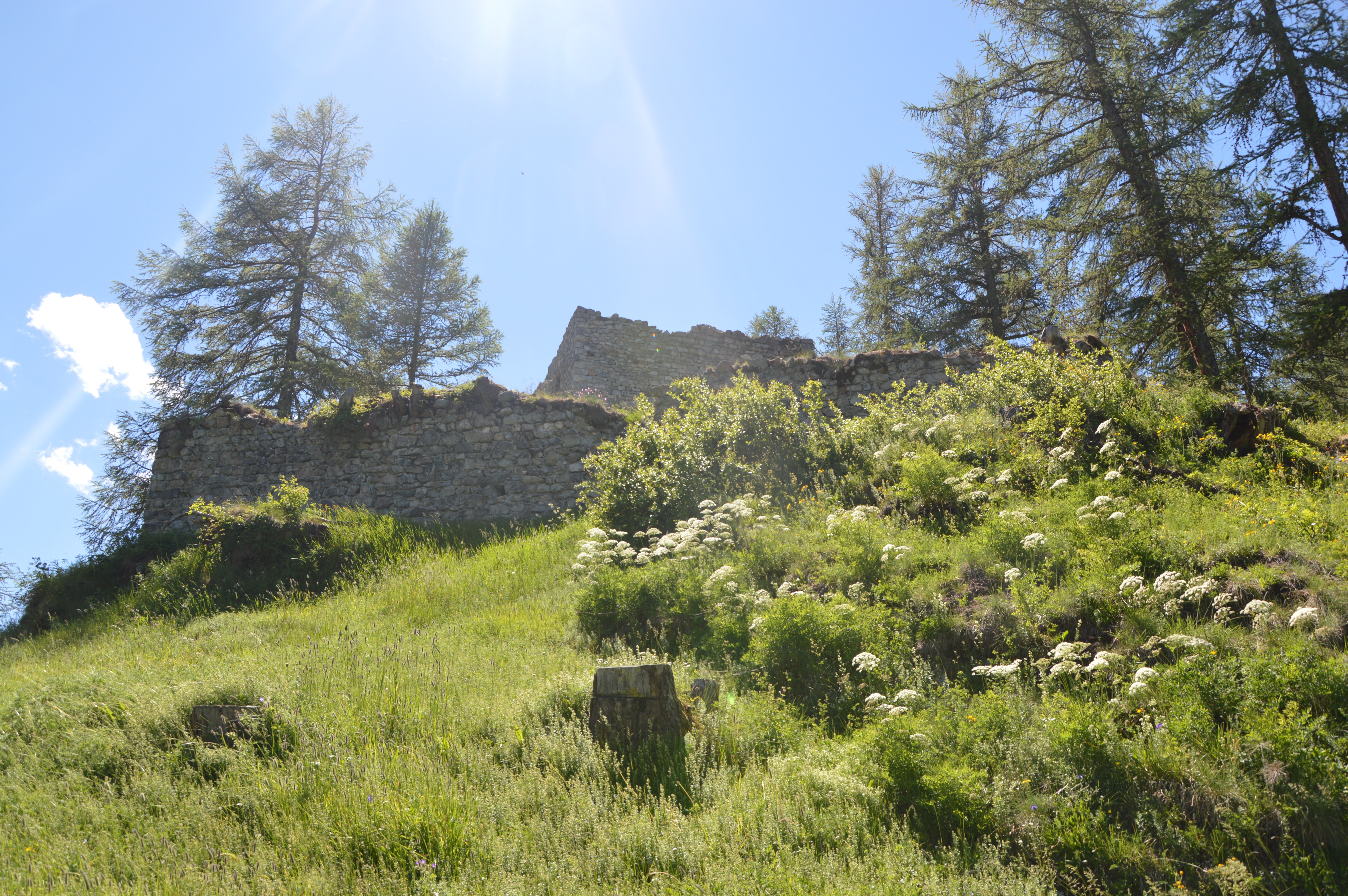 Ruine Guardaval Slide 1