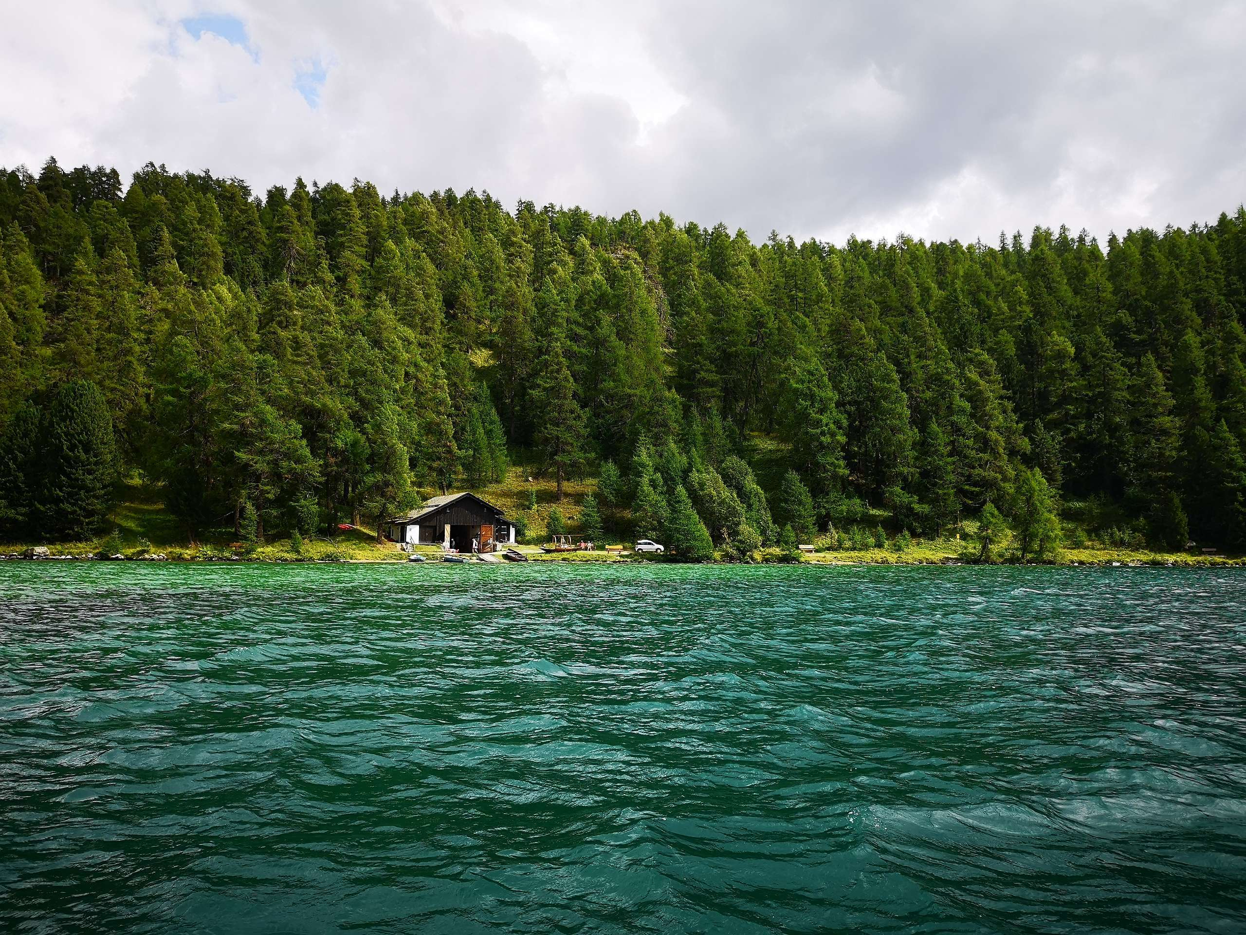 """Sitzbänkli """"che bels mumaints"""", beim Bootshaus am Silsersee Slide 1"""
