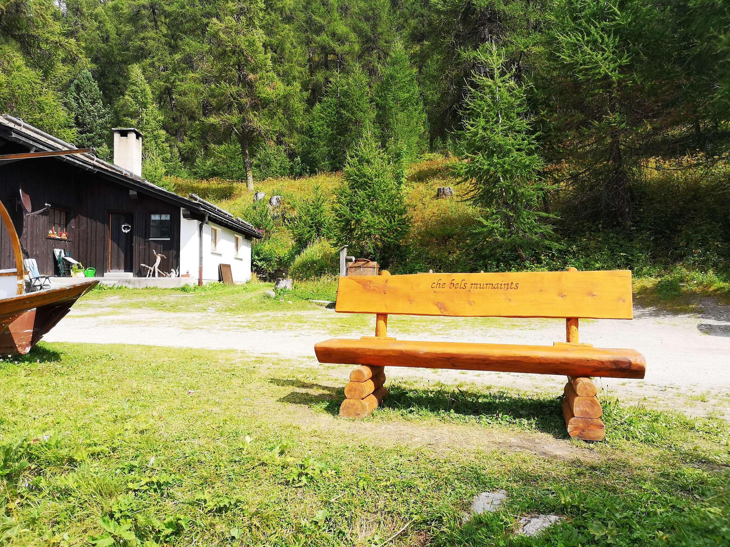 """Sitzbänkli """"che bels mumaints"""", beim Bootshaus am Silsersee Slide 2"""