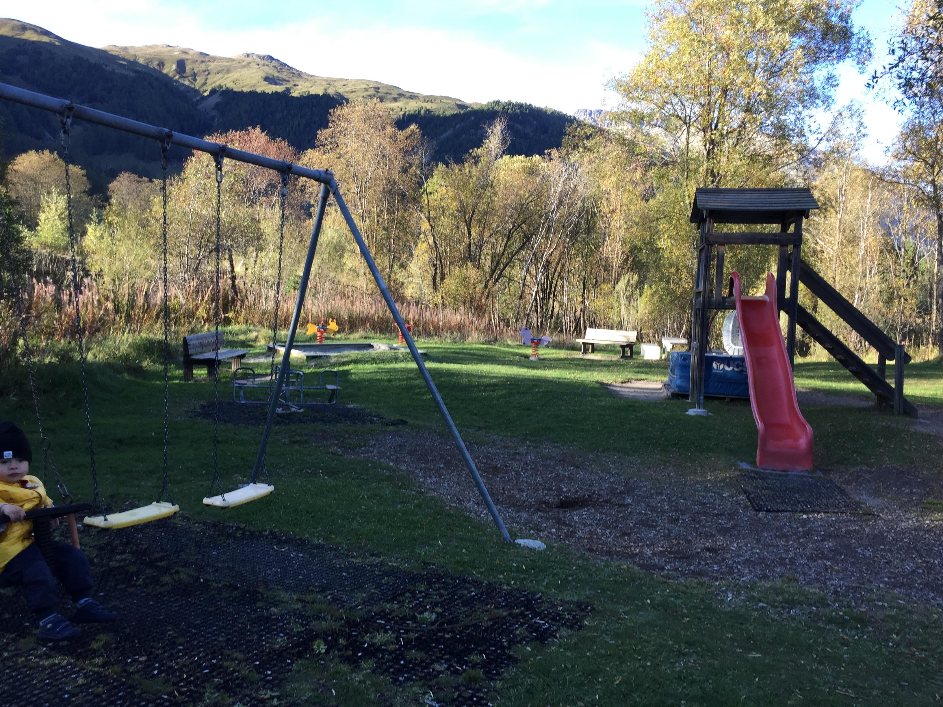 Feuerstelle und Kinderspielplatz Golfseen Slide 2