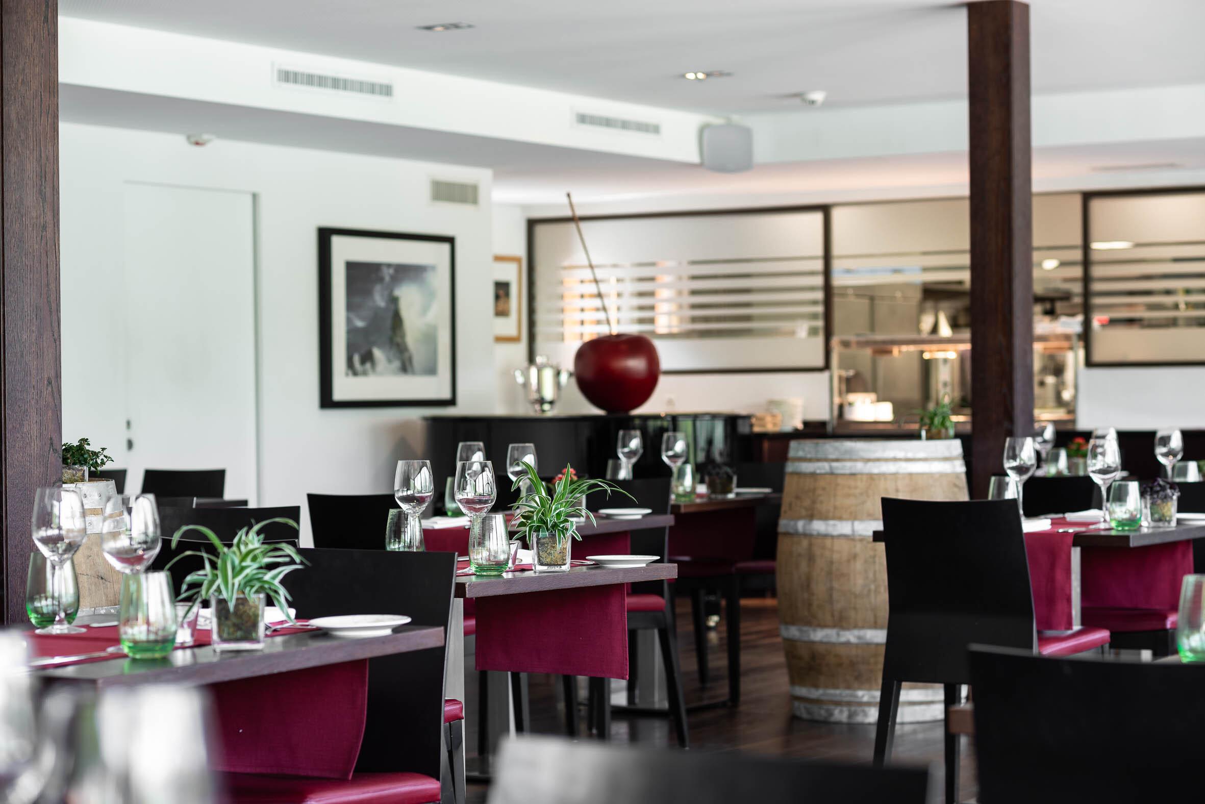 Stars Restaurant Slide 6