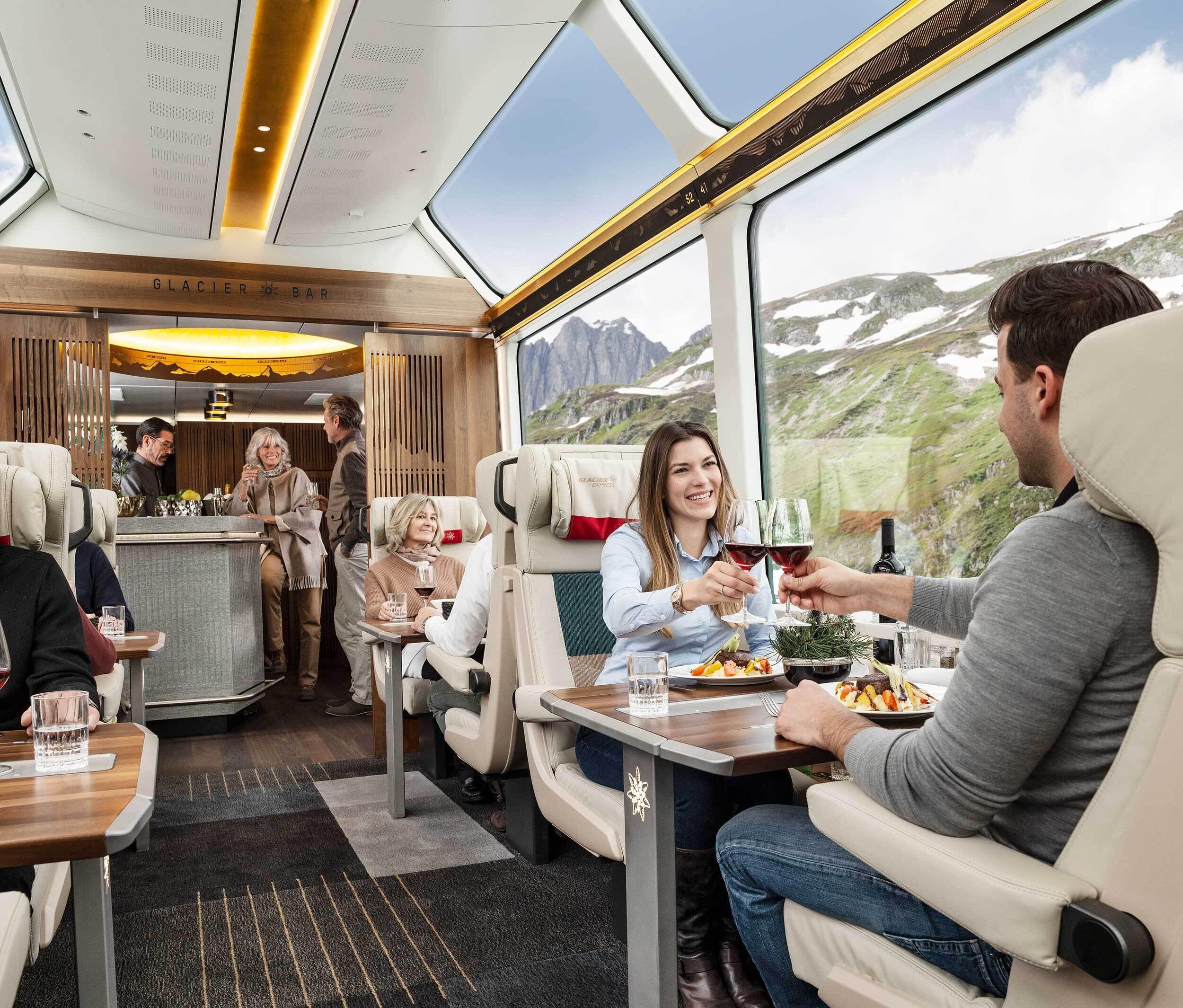 xcellence Class: Die begehrtesten Sitzplätze der Schweiz Die Panoramafahrt durch die Schweizer Alpen im Glacier Express ist jetzt noch spektakulärer. Die neue Excellence Class setzt Massstäbe, die so hoch sind wie die Berggipfel entlang der legendären Strecke