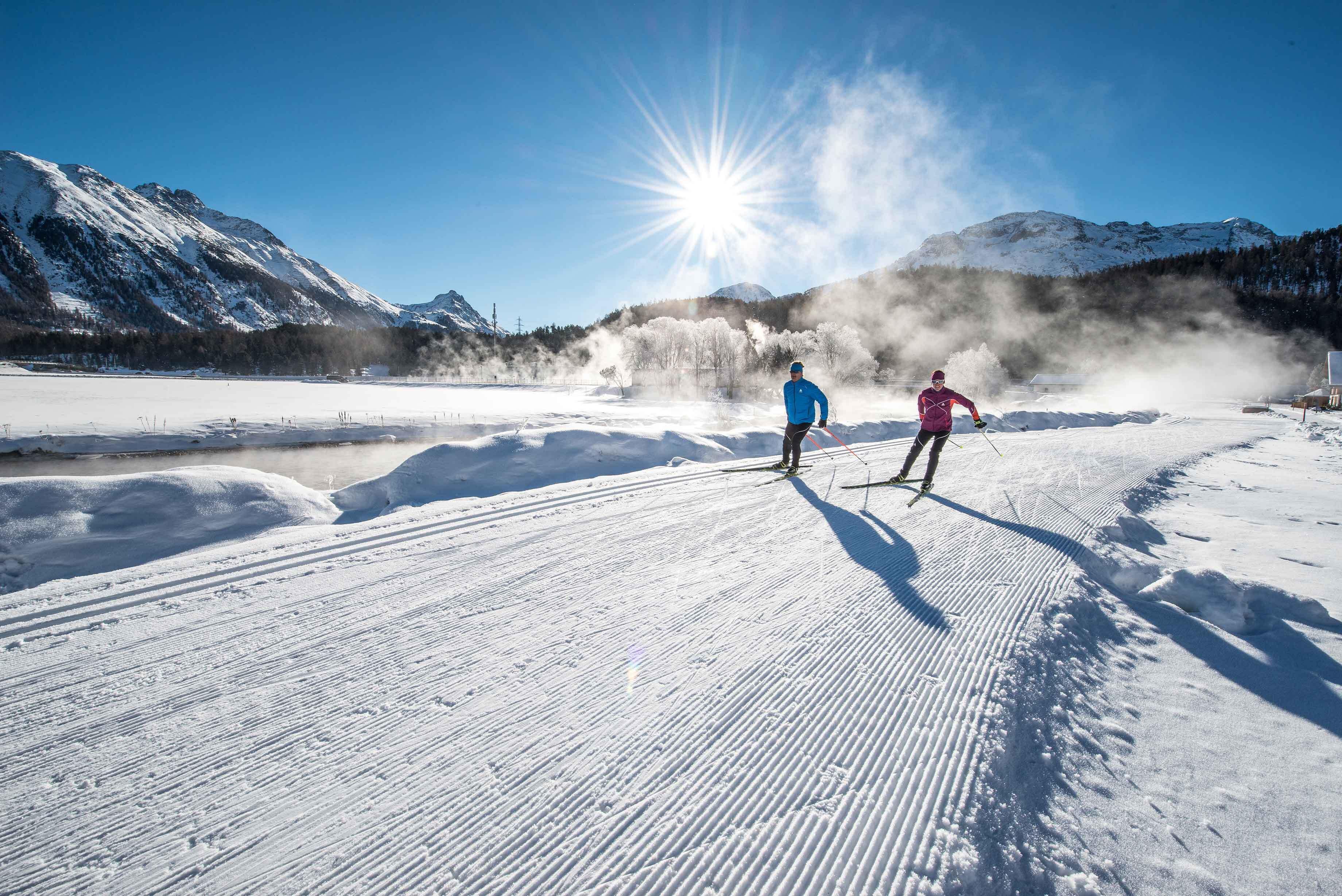 Über 220 km Skating- und klassische Loipen erwarten Sie, darunter die Engadin Ski Marathon-Rennstrecke von Maloja nach S-Chanf.