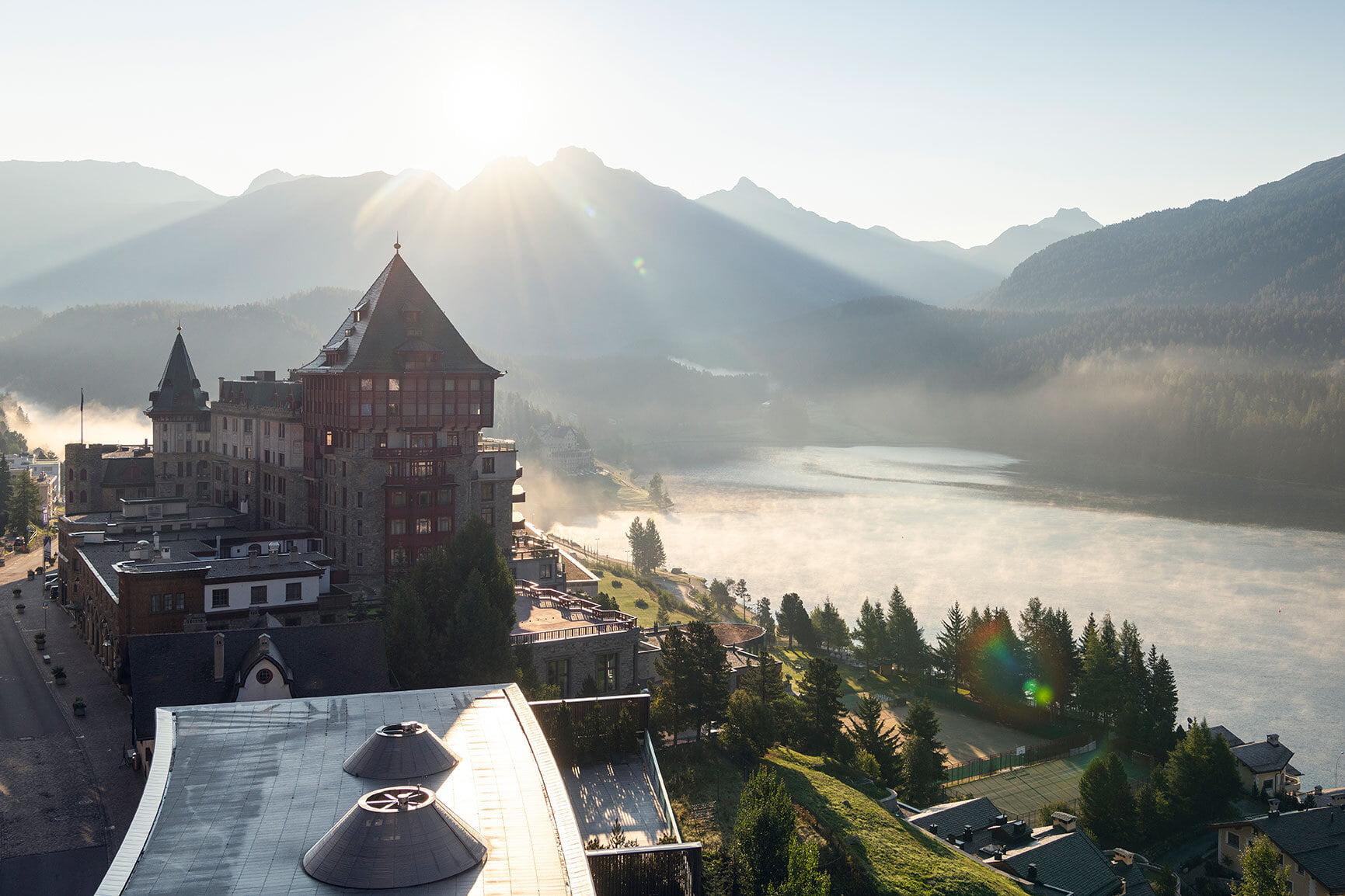 Wer mehr als eine Nacht in einem teilnehmenden Hotel bucht, erhält das Bergbahnticket inklusive.